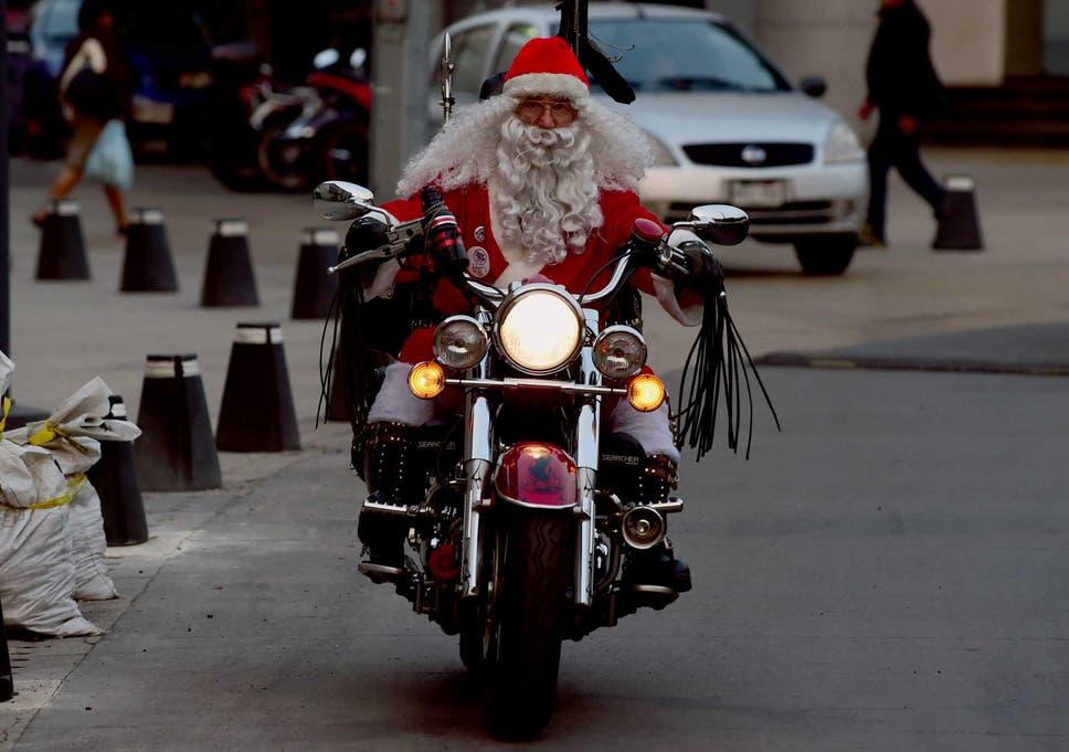 Santa tracker: Volunteers set to help children follow Father