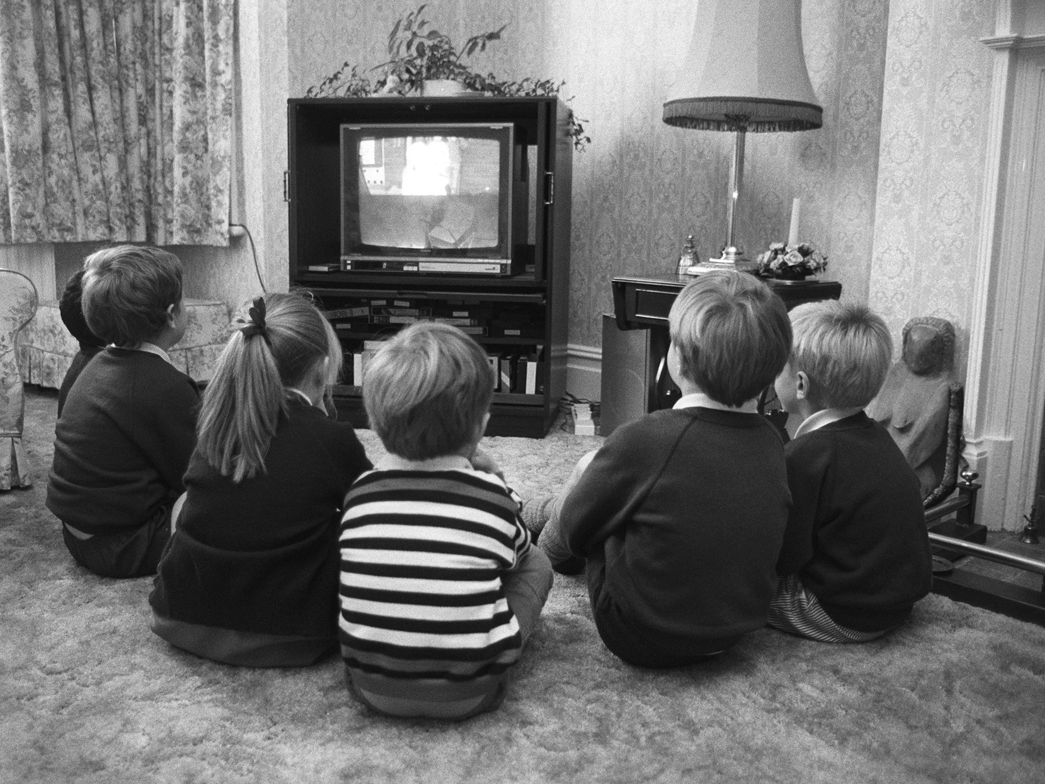 10000 people in the uk still watch tv in black and white
