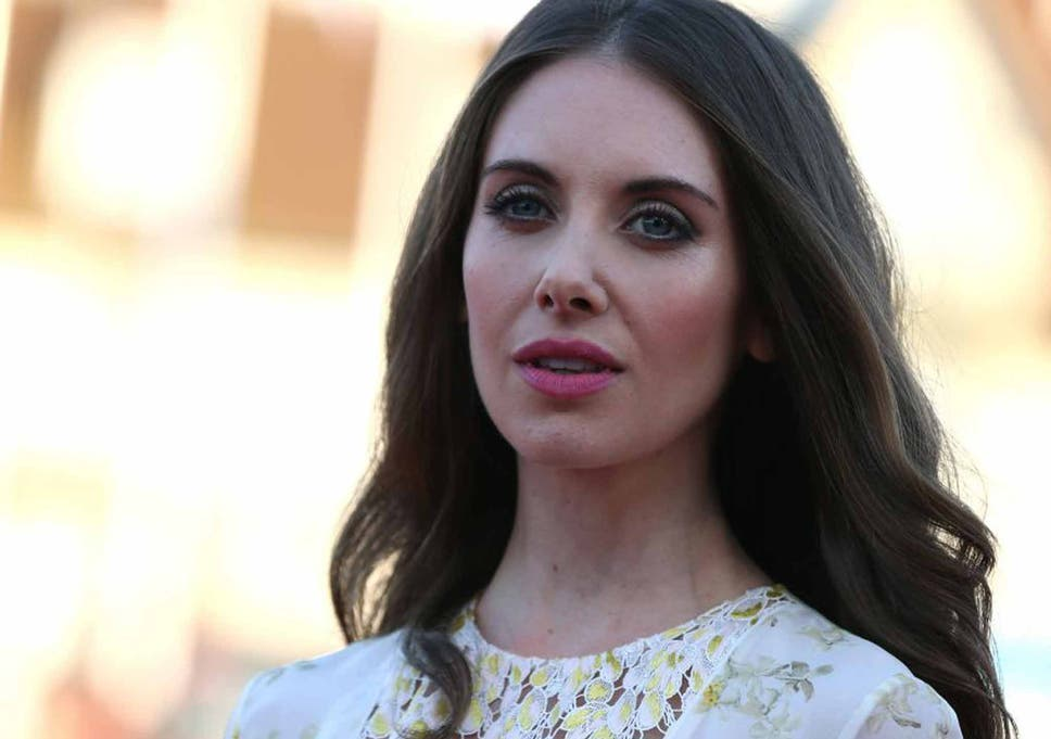alison brie who is she dating