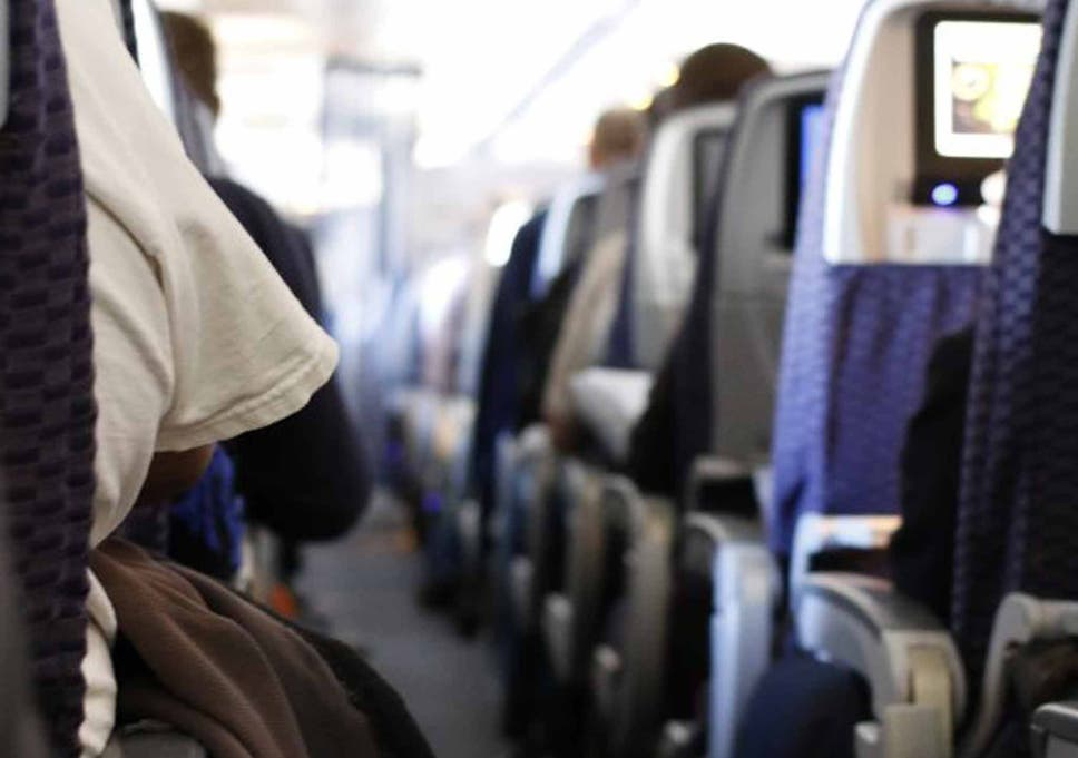 Why planes dim their lights when landing, according to a pilot | The