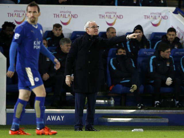 Claudio Ranieri delivers instructions to his Leicester City players