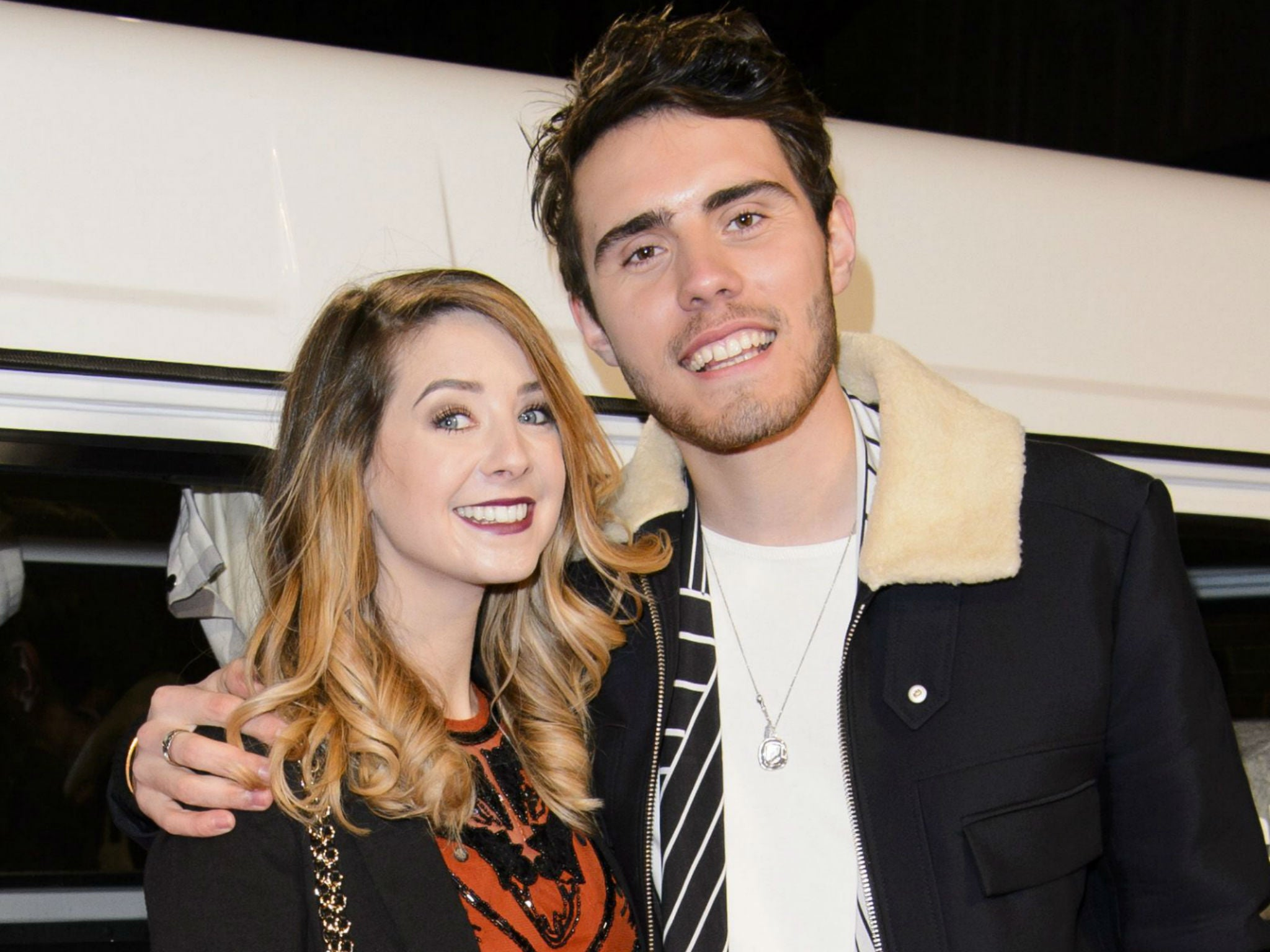 did alfie and zoella dating Youtube star zoella takes a break from the internet following ghostwriting row her boyfriend, alfie deyes, announced that he wouldn't be posting online for a few days either.