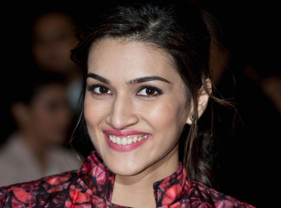 Kriti Sanon at a photocall for the Dilwale film