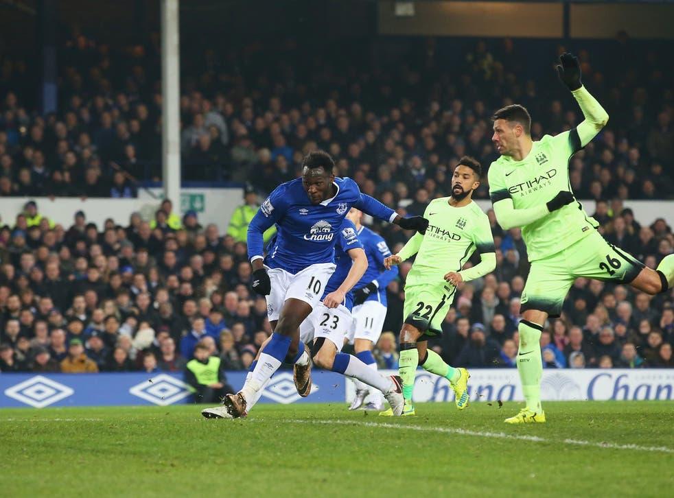 Romelu Lukaku scores the winner against Manchester City