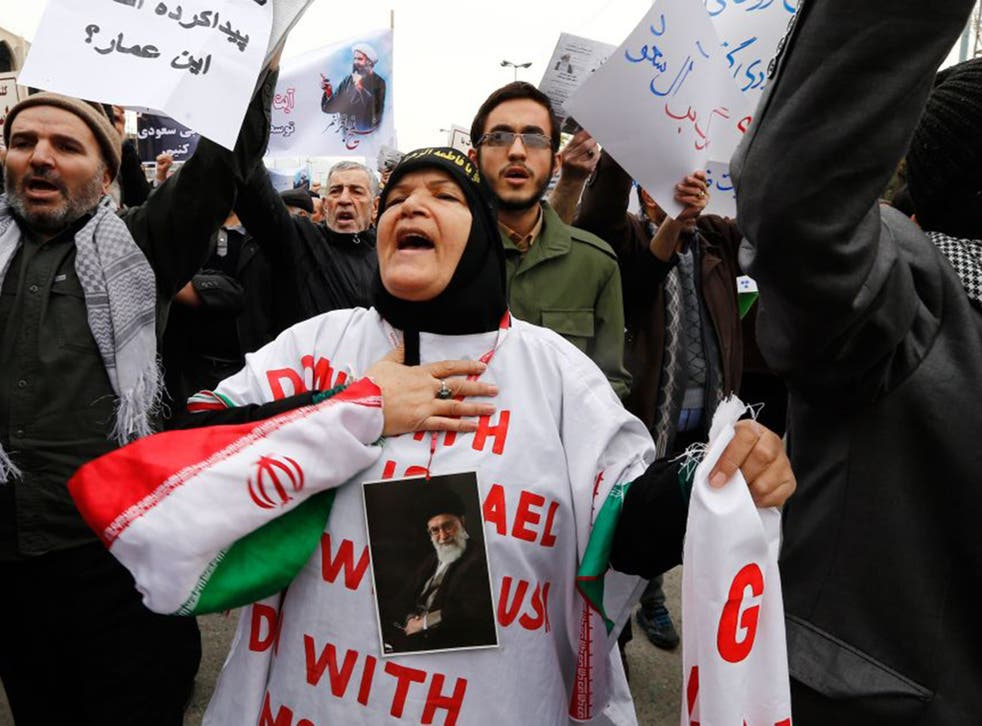 Iranian protesters hold placards and shout slogans during a demonstration in Tehran on January 8, 2016, against the execution of prominent Shiite Muslim cleric Nimr al-Nimr