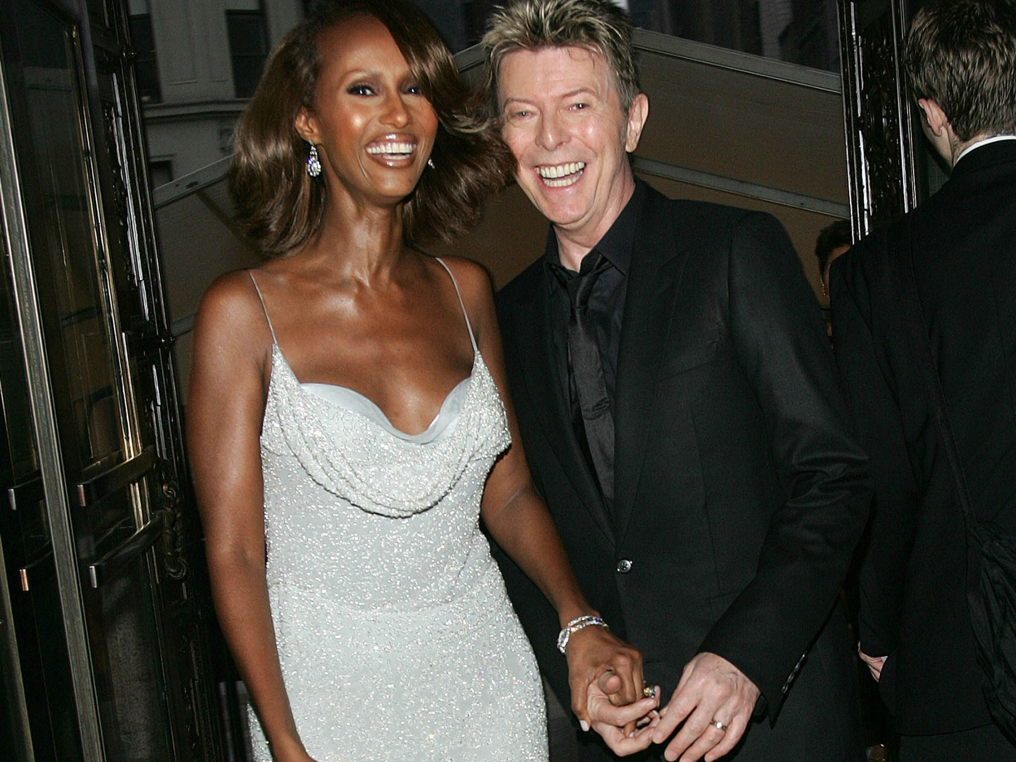 david bowie late singer recalls the 39 corny 39 way he asked iman out in archive footage the. Black Bedroom Furniture Sets. Home Design Ideas