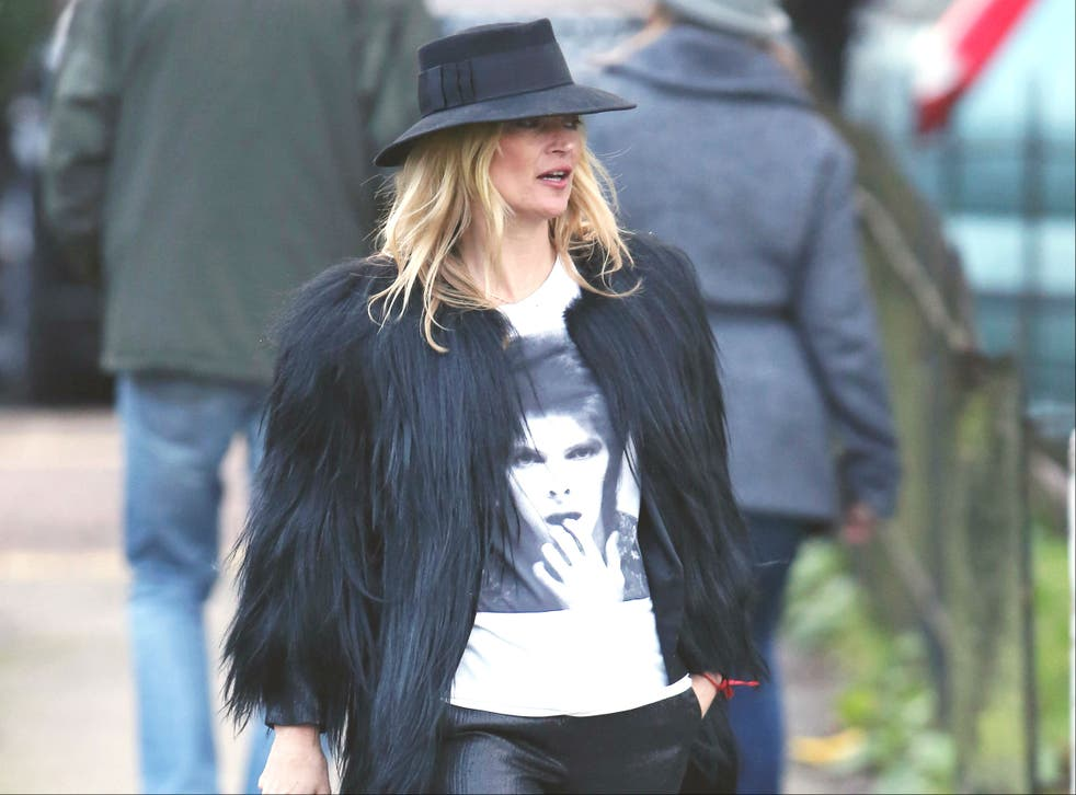 Kate Moss pays tribute to David Bowie wearing a tee with his face on it