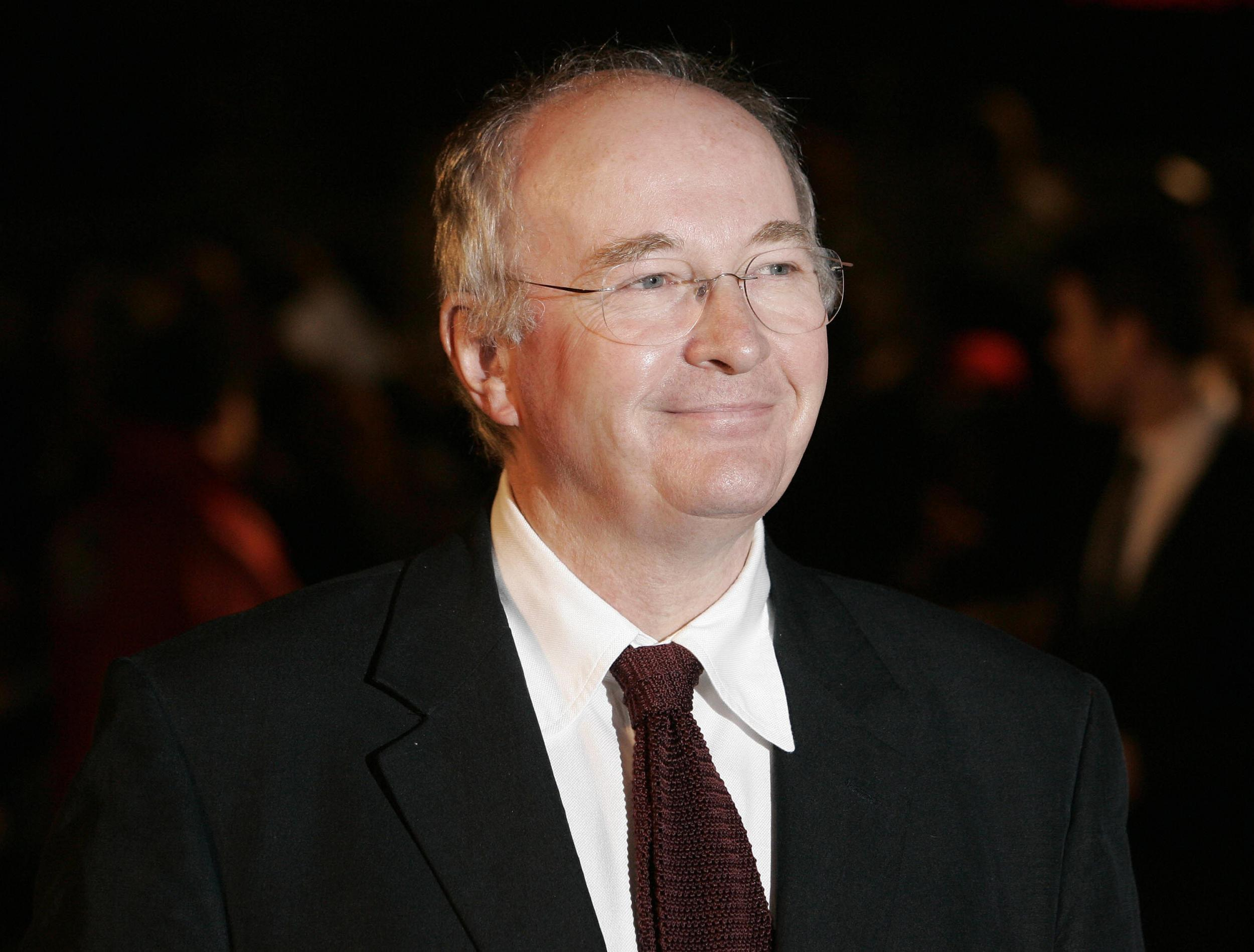 Philip Pullman says traditional media have 'no power anymore, and th…