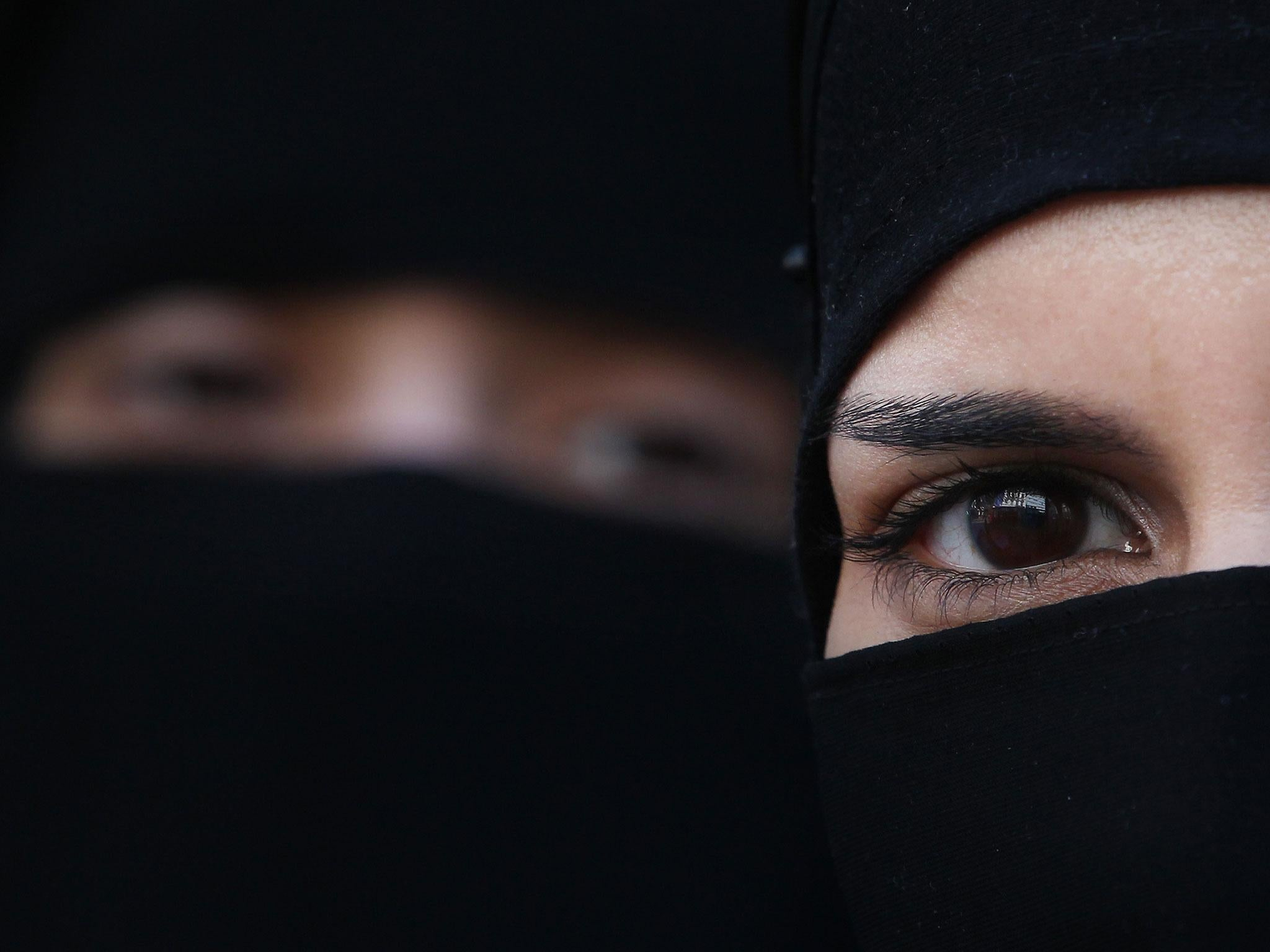 Muslim women in India petition Supreme Court to end      triple talaq     The Independent Muslim women in India petition Supreme Court to end      triple talaq      instant divorce   The Independent