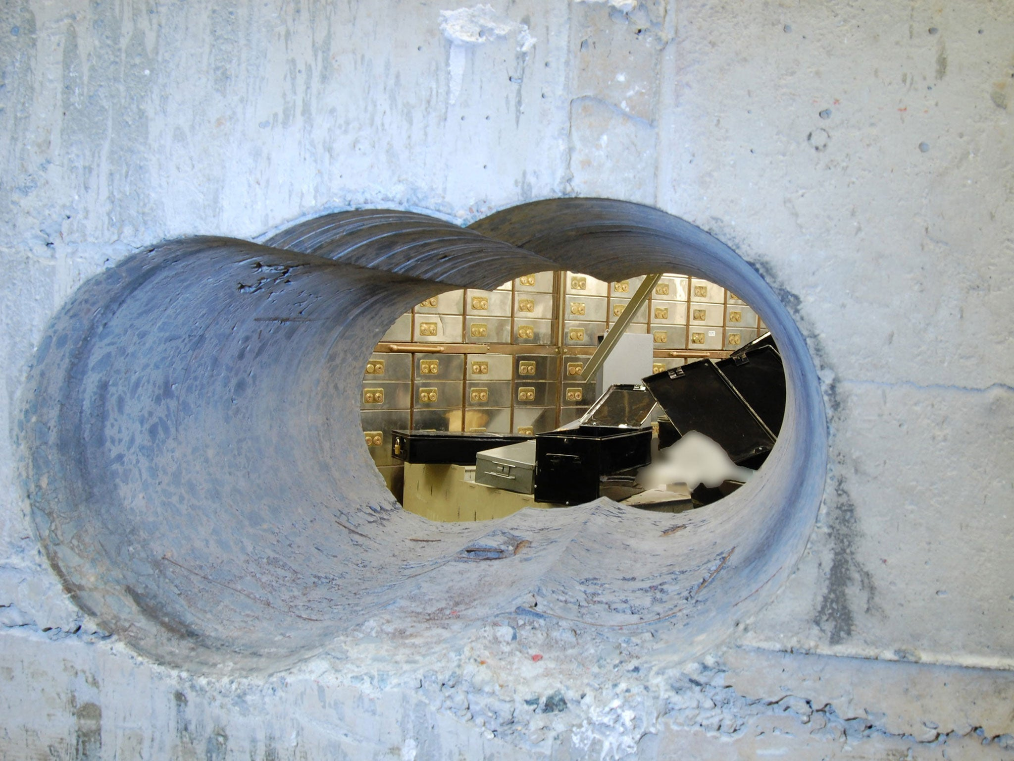 Hatton Garden heist: Suspect known as 'Basil' committed 'strikingly similar' burglary five years earlier, court hears