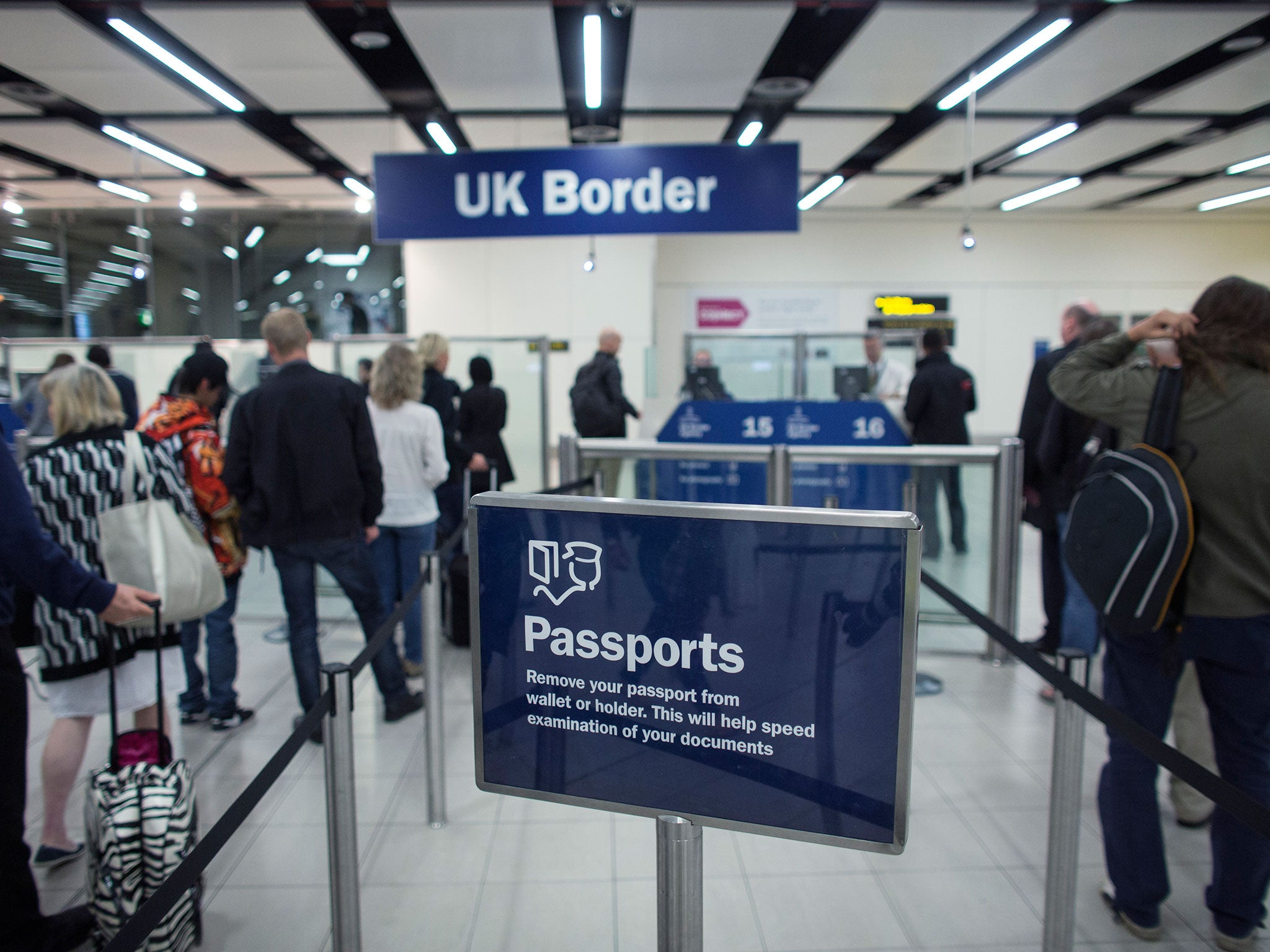 UK immigration latest: EU net migration falls over past year as Brexit uncertainty continues