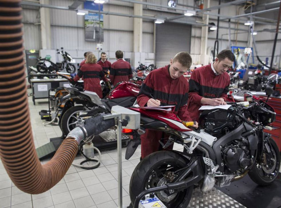 Apprentices aged 16 to 18 and those aged 19 or over who are in their first year are entitled to a minimum of £3.30 an hour