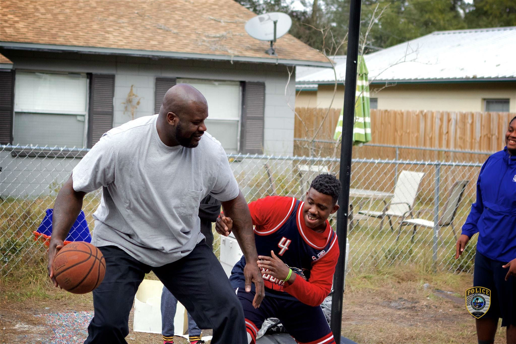 Shaquille O'neal Surprises Kids By Joining Pickup Basketball Game In  Florida  The Independent