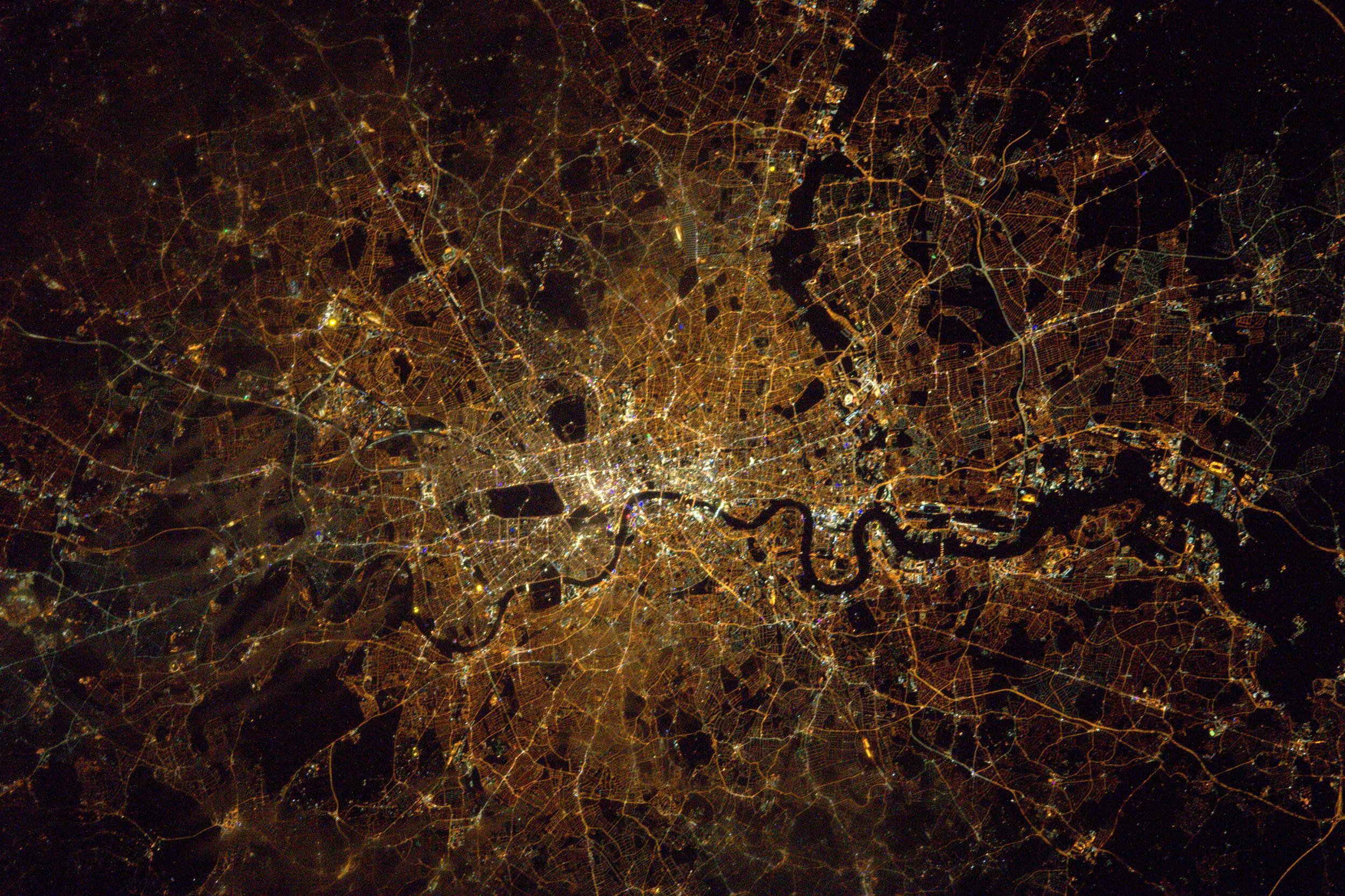 British astronaut Tim Peake shares beautiful pictures of ...