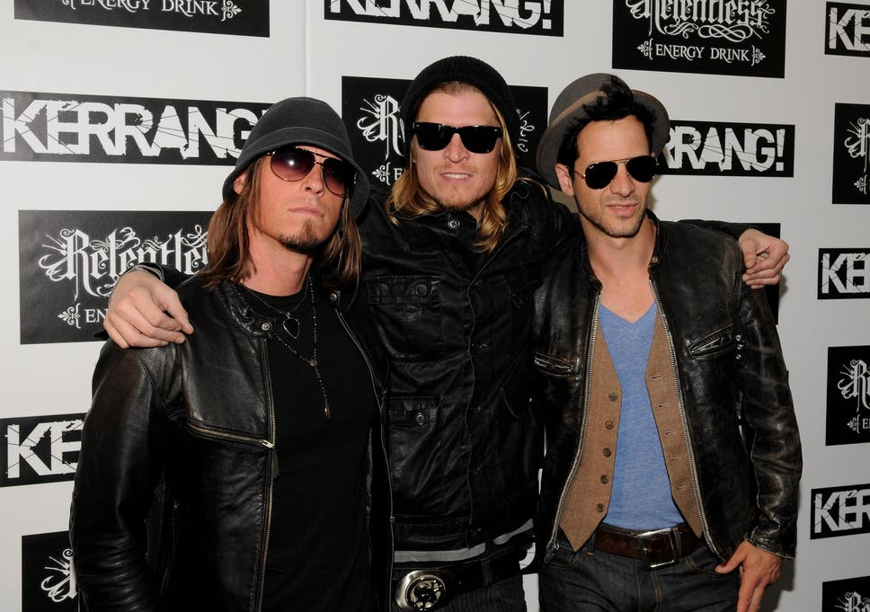 Puddle of Mudd's Wes Scantlin walks off stage after claiming
