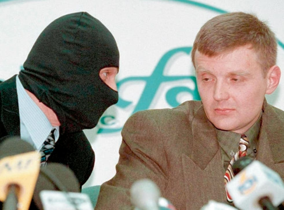 The 1998 press conference at which rebel FSB officers demanded a clean-up of state corruption. Unlike others on the platform, Litvinenko refused to hide his face
