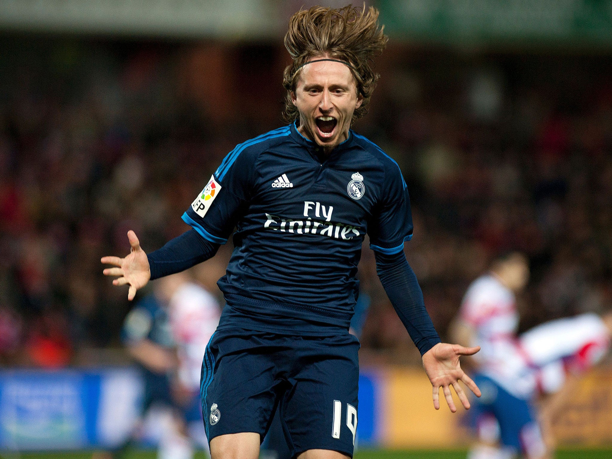 Luka Modric screamer ensures Real Madrid keep up with Barcelona