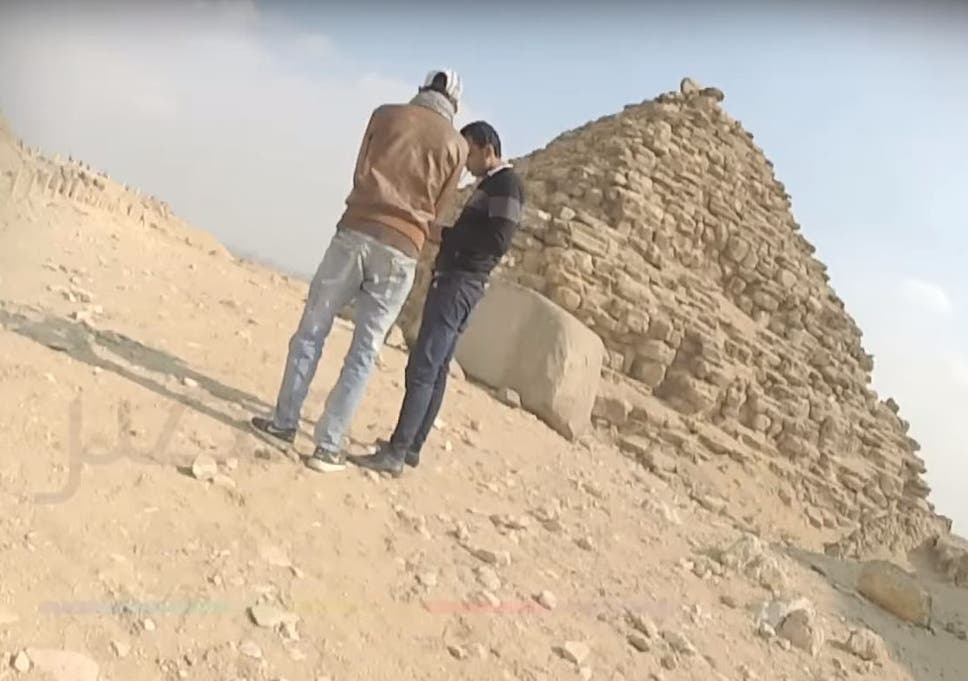 Egypt Pyramids Three Men Arrested For Selling Stones From Ancient