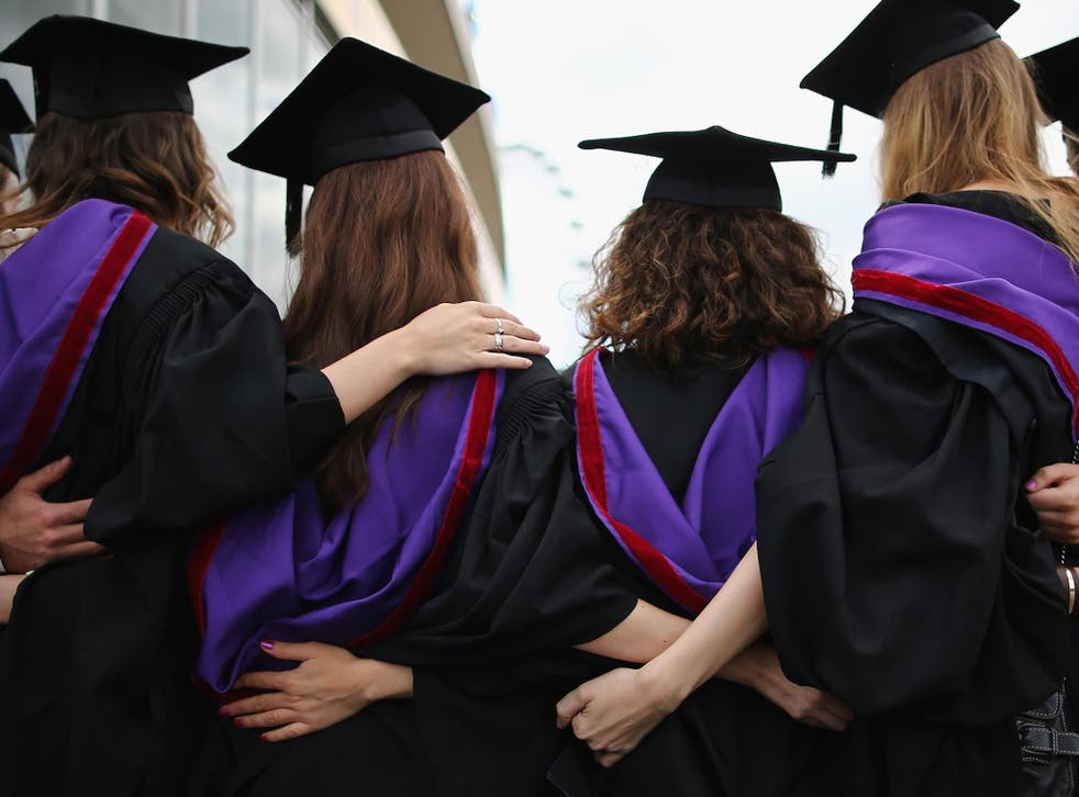Many female students don't apply for top programmes when they should, says a new report