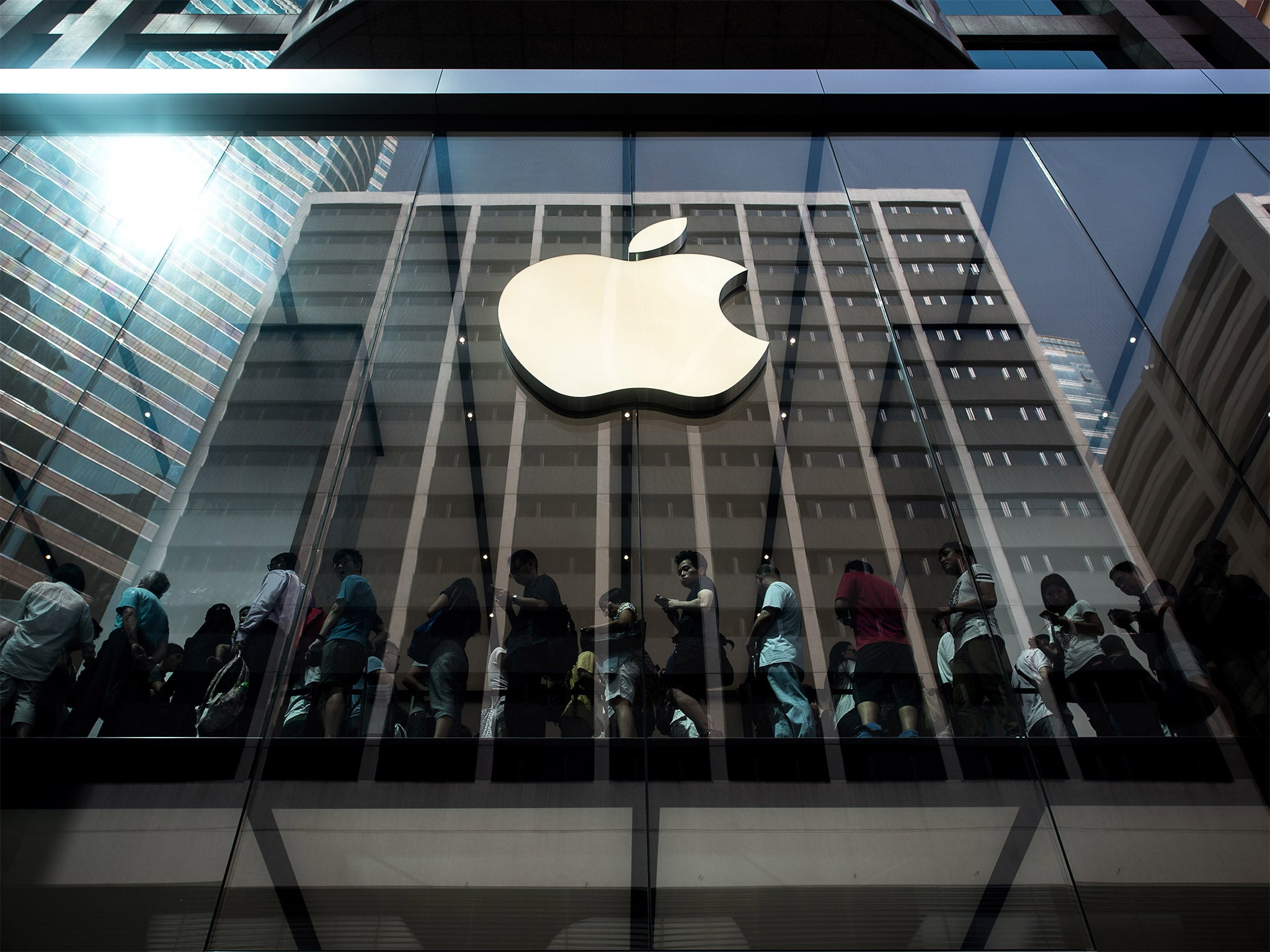 Apple patented a new material for creating smartphones 28