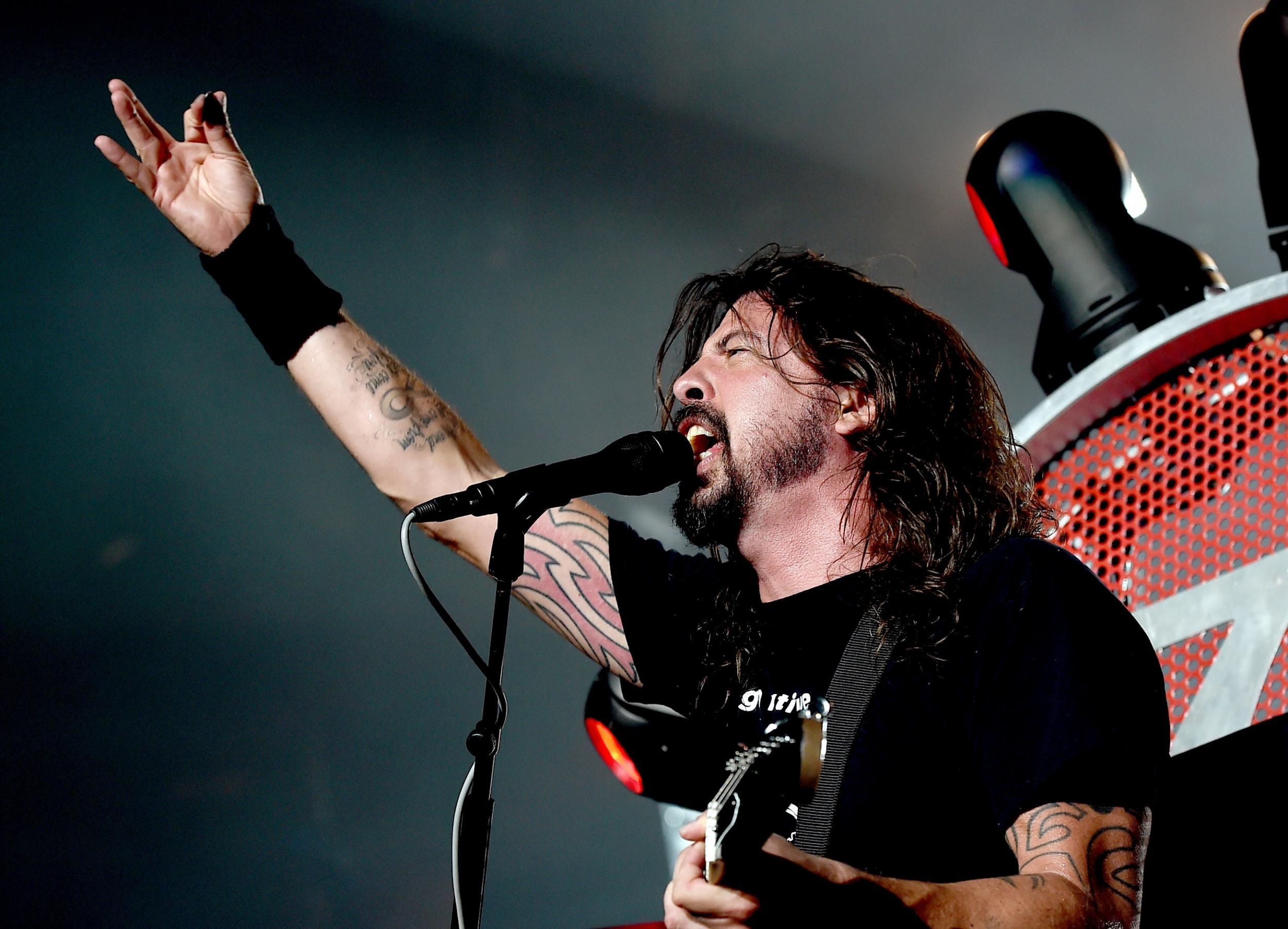 7aad662ec35b92 Glastonbury 2016  Foo Fighters won t be headlining festival  three British  bands will be