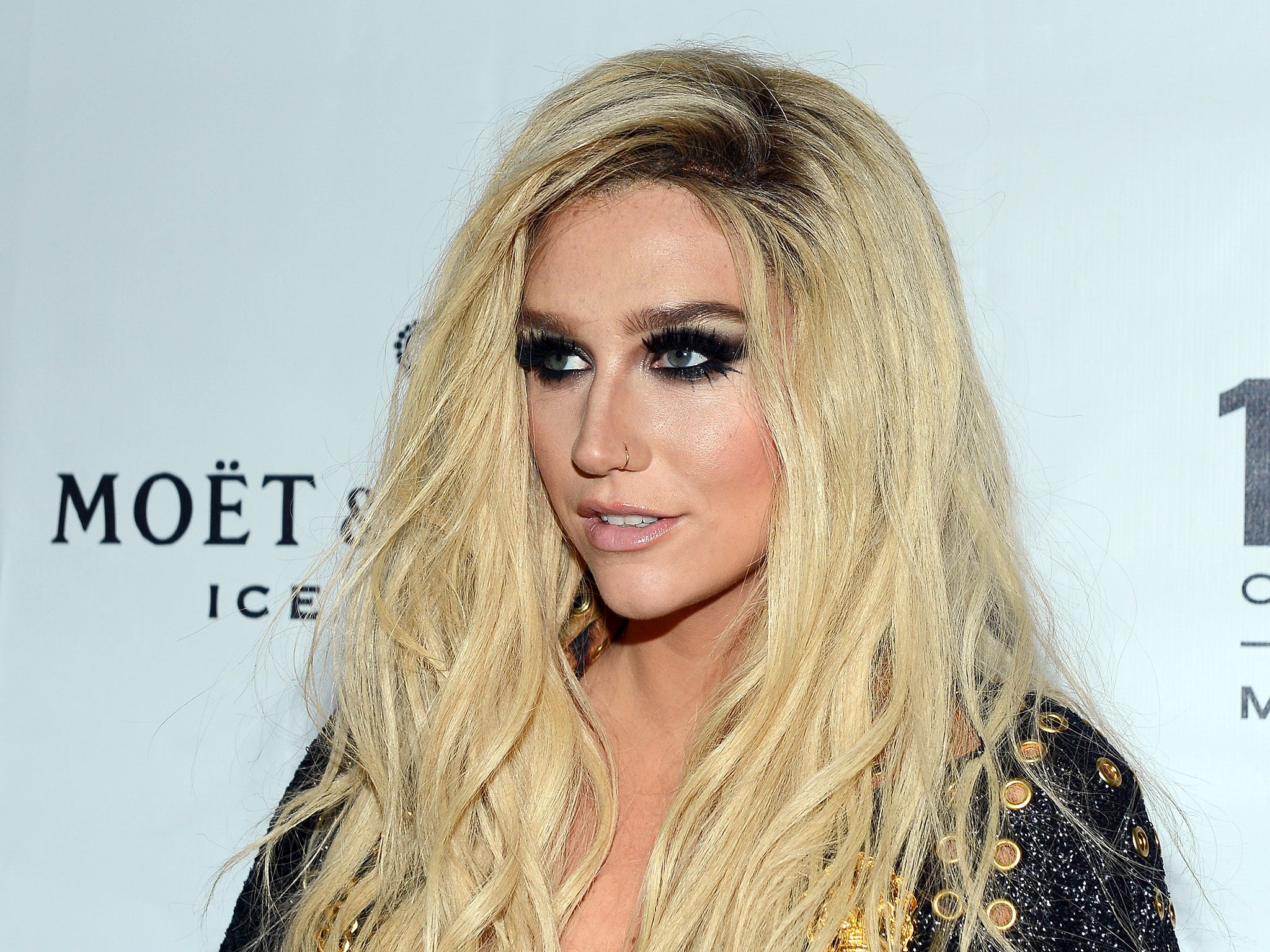 kesha accepts lgbt visibility award in nashville and says im going through some personal things the independent