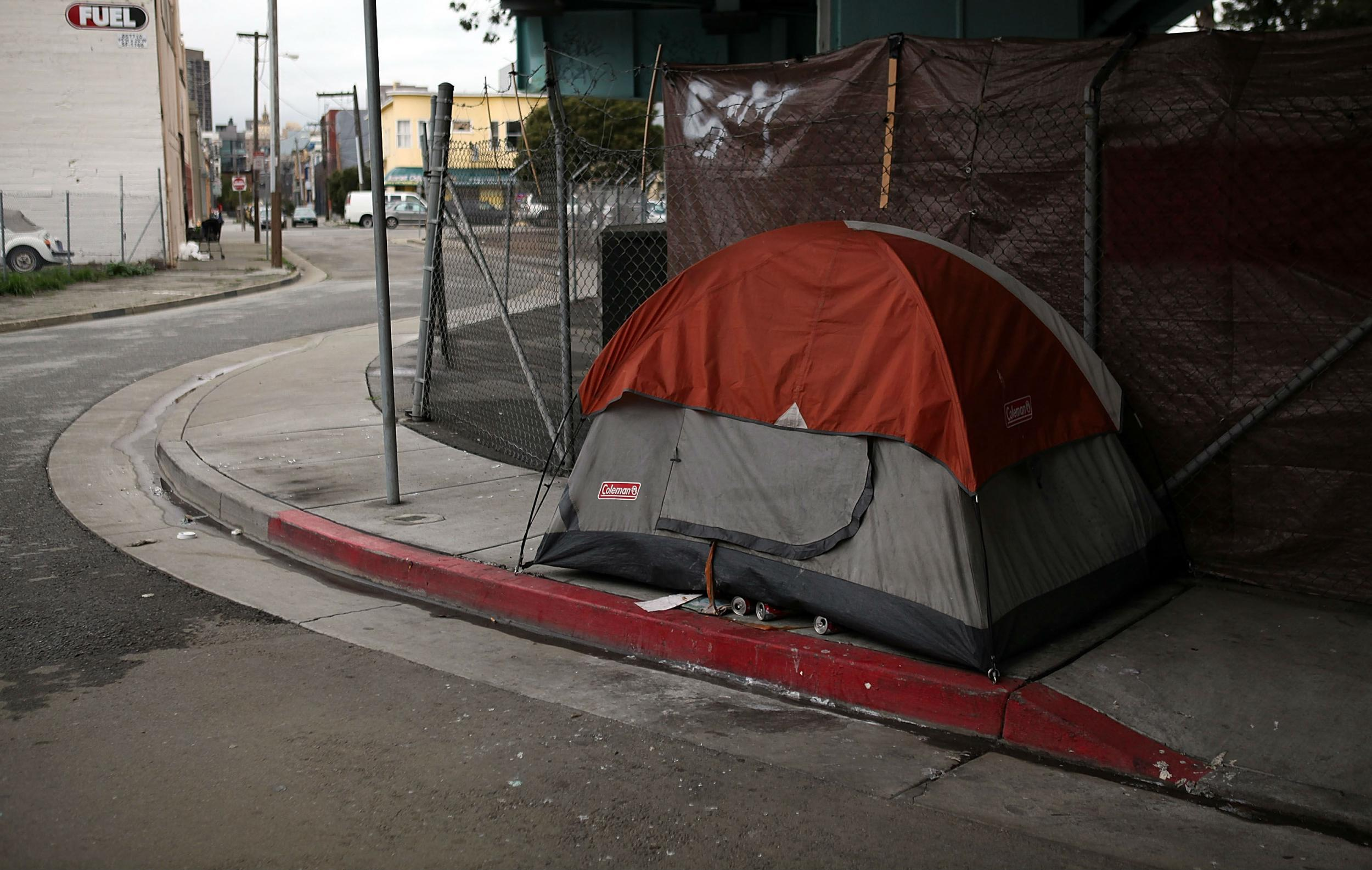 San Francisco homeless crisis sparks bitter debate over the tents lining its streets | The Independent & San Francisco homeless crisis sparks bitter debate over the tents ...