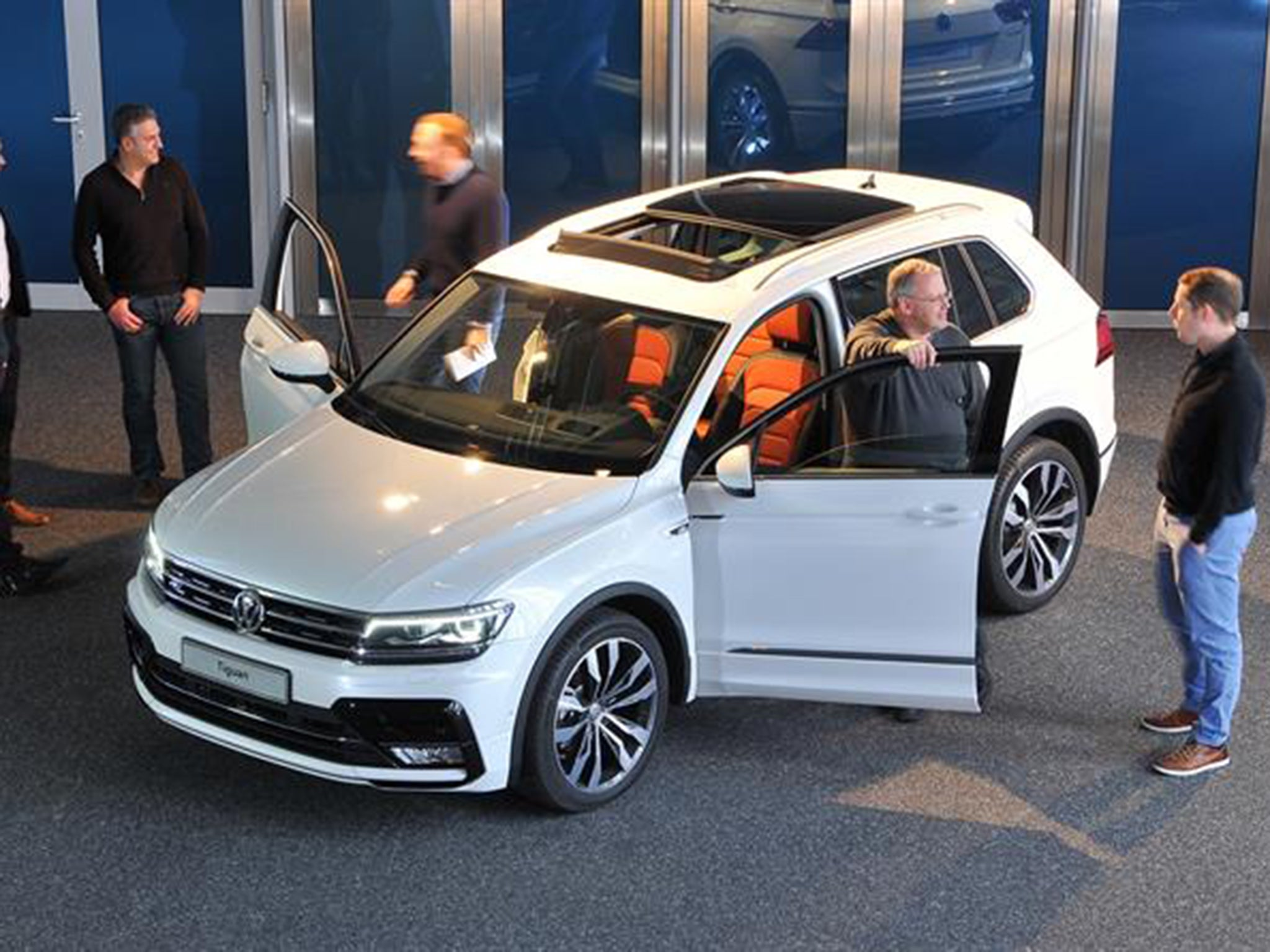 volkswagen tiguan  car readers give  view    small suv  independent