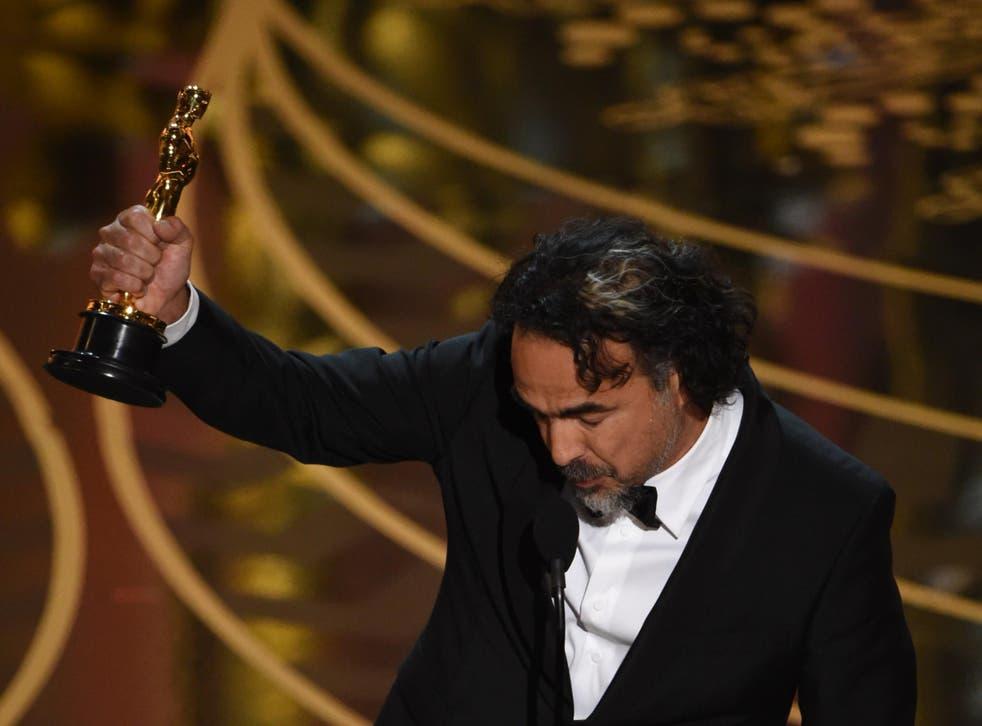 Alejandro González Iñárritu accepts the best director gong