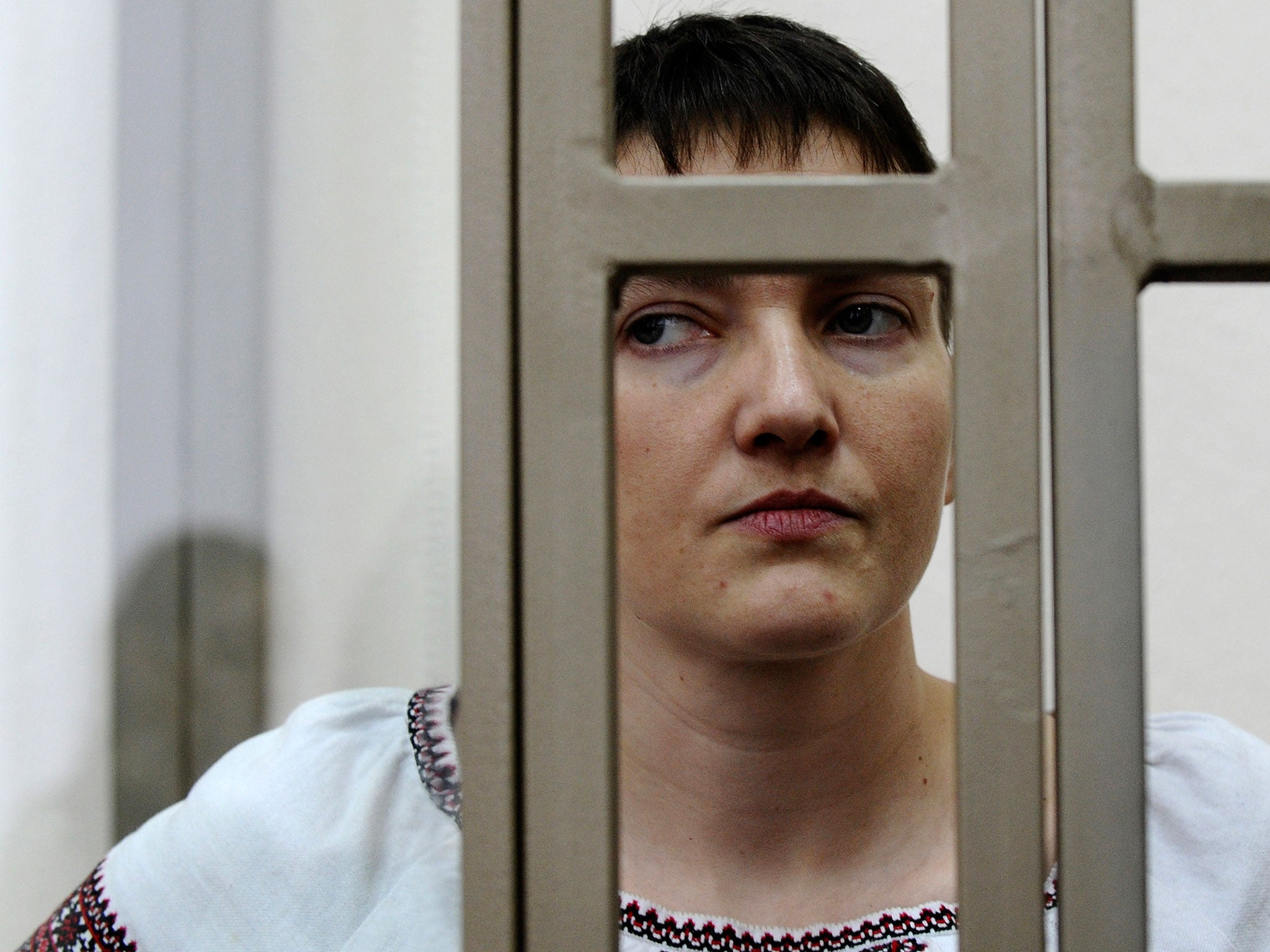 In the court of the Rostov region Nadezhda Savchenko put a package on her head
