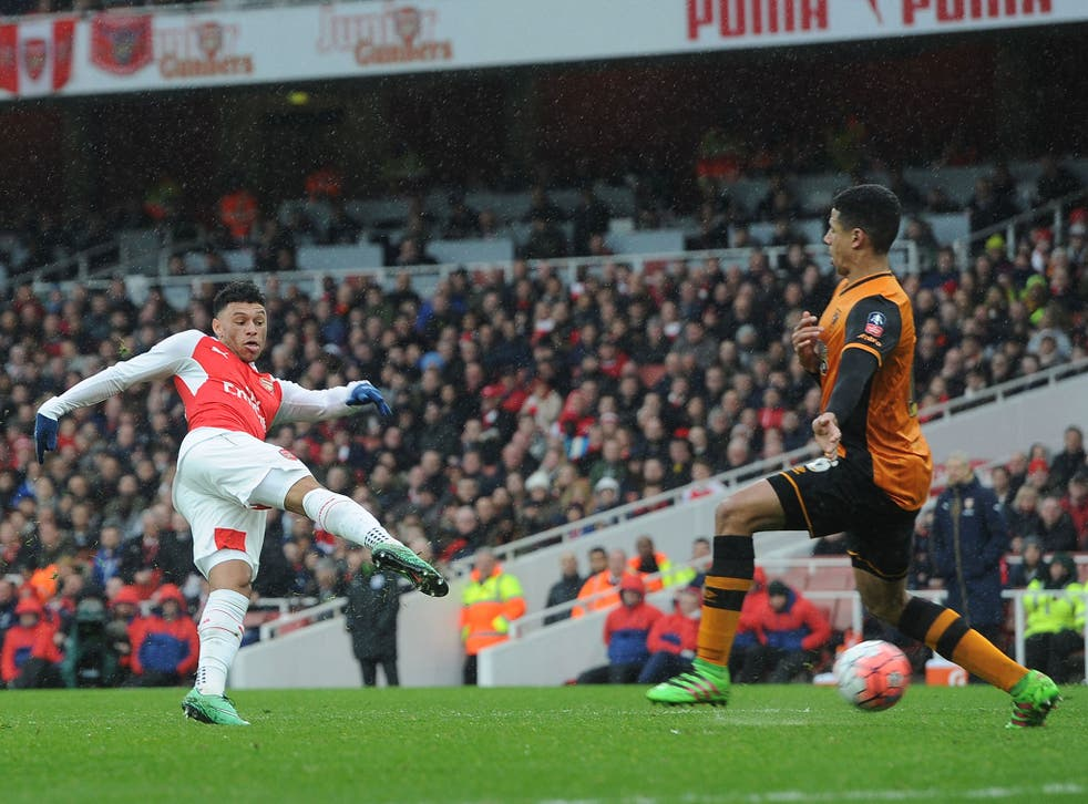 Alex Oxlade-Chamberlain shoots at goal during Arsenal's FA Cup draw with Hull