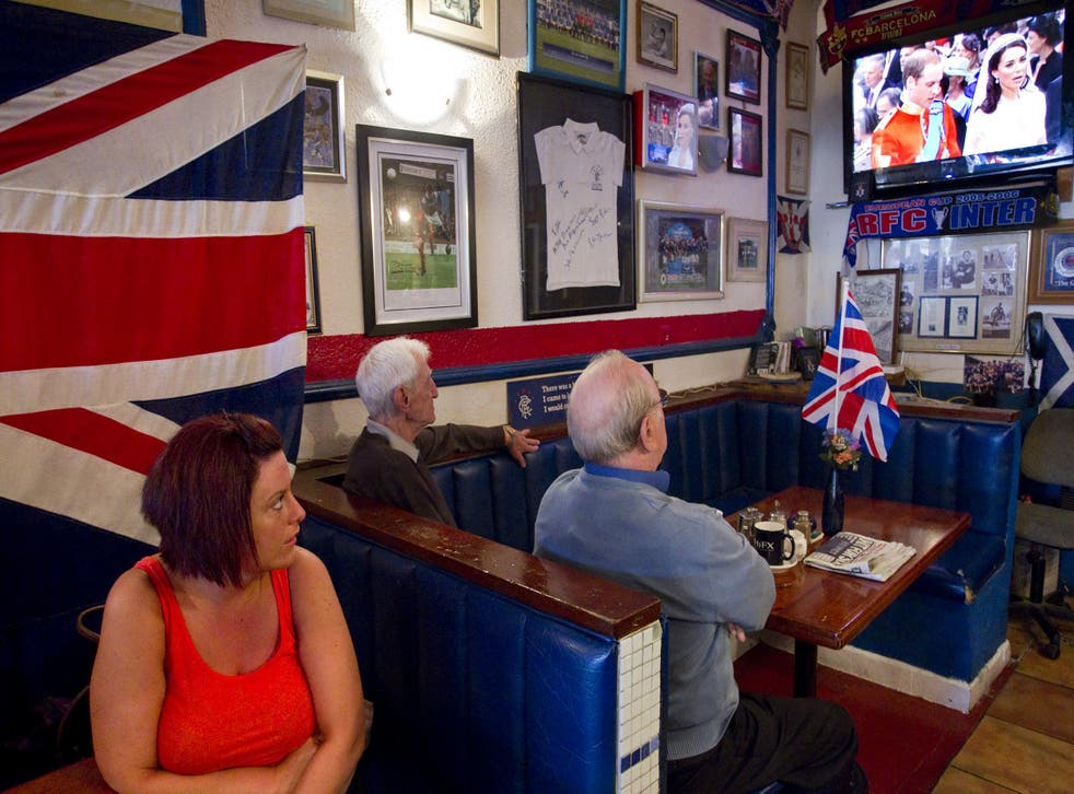 British expats watch the royal wedding in Spain