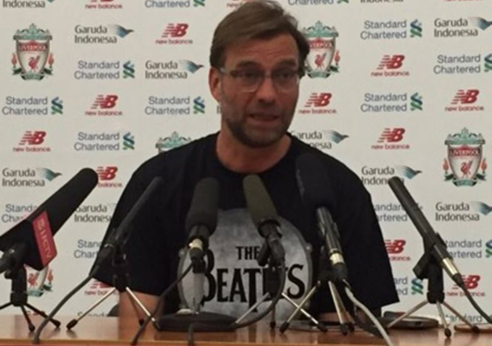 new product 3cfb8 6daaa Jurgen Klopp sports a Beatles T-shirt during Liverpool press ...