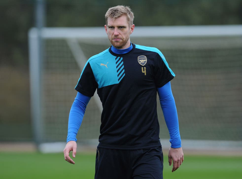 Plans to extend Per Mertesacker's contract have been delayed by Arsenal