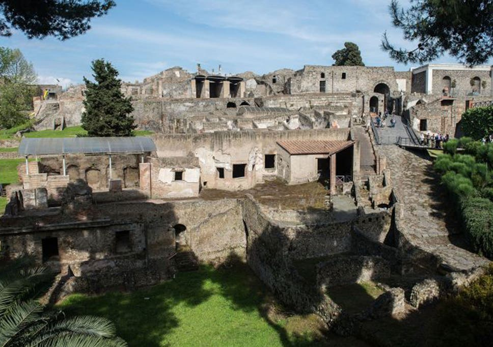Pompeii recruits army of spies to root out Mafia corruption and