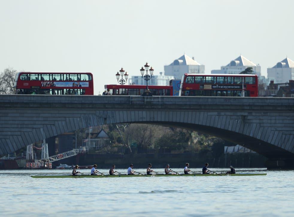 Oxford Men's crew train on the Tideway