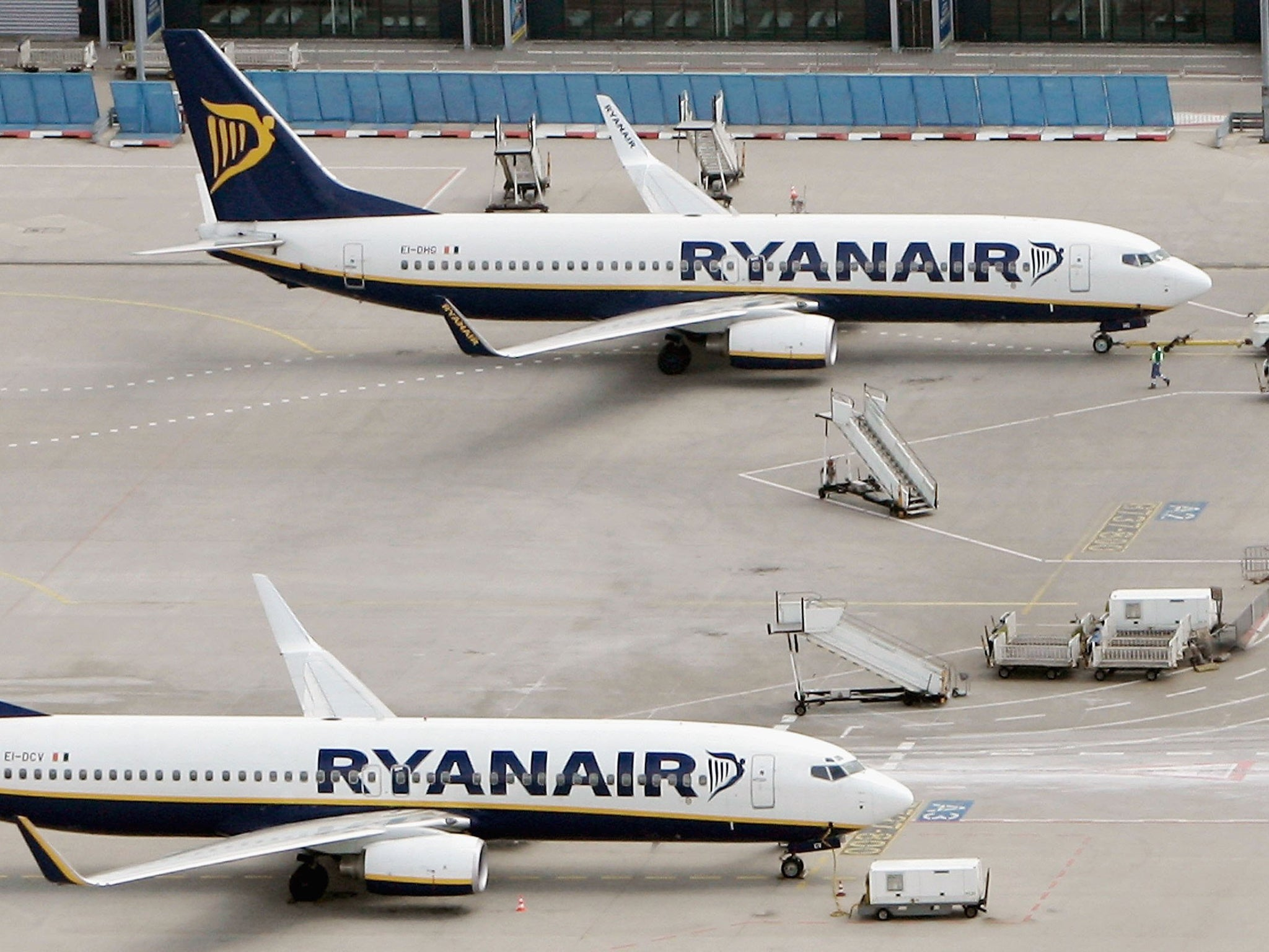Ryanair flight declares mid-air emergency over Manchester | The Independent
