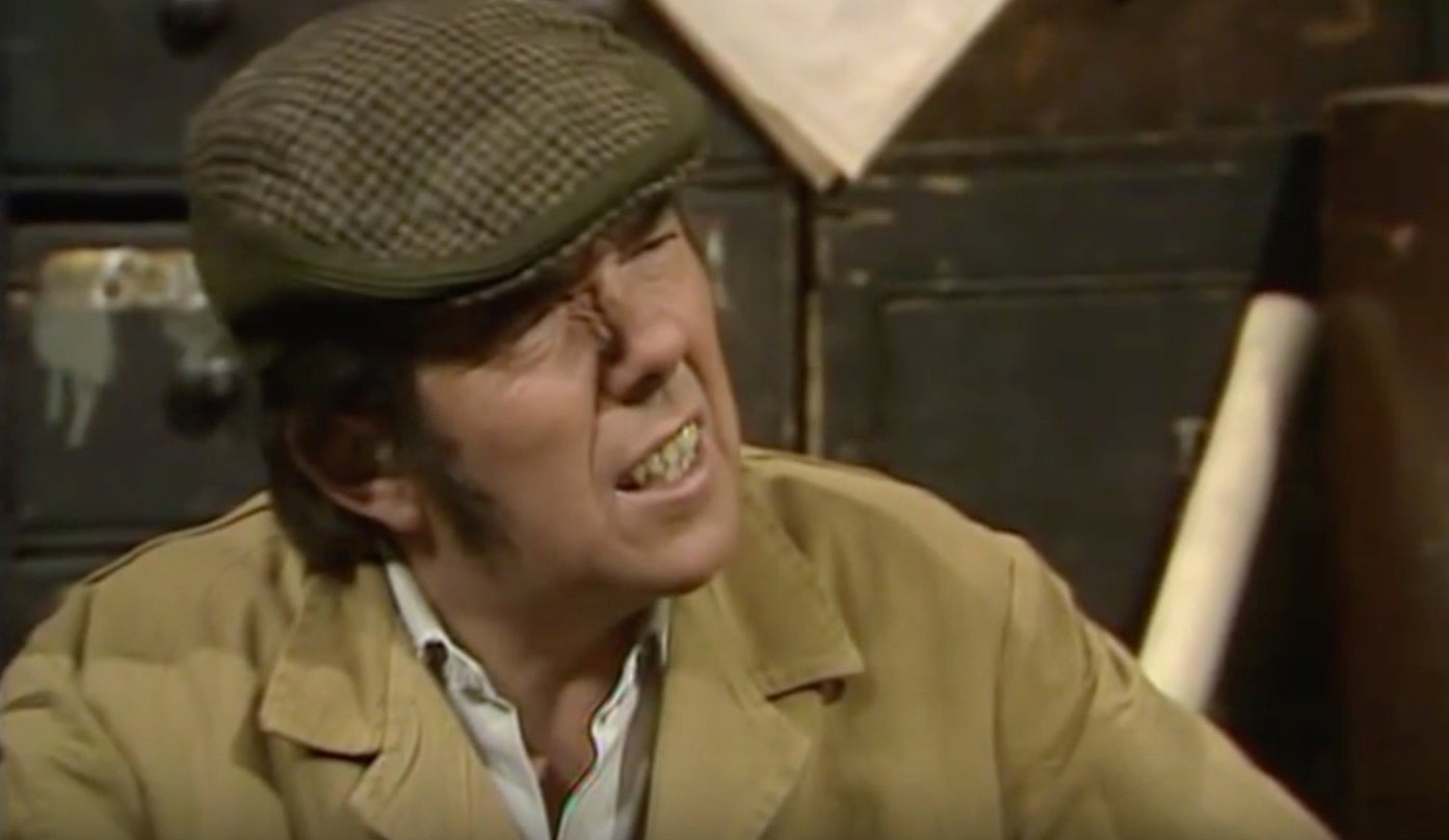 https://static.independent.co.uk/s3fs-public/thumbnails/image/2016/03/31/12/ronnie-corbett-four-candles.jpg