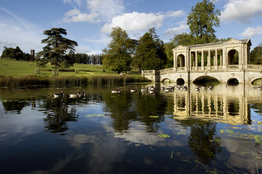Travel guide to... English gardens