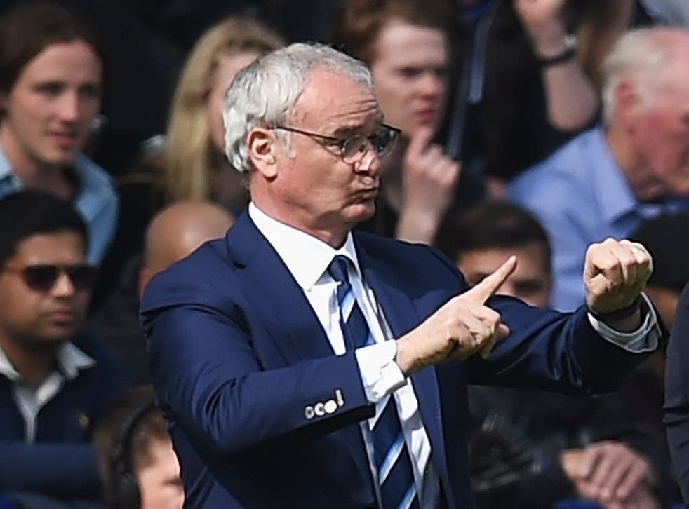 Claudio Ranieri gives his Leicester side instructions