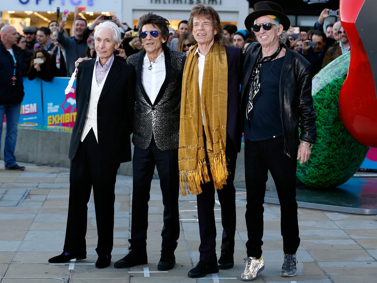 Ronnie Wood reveals he was diagnosed with lung cancer: 'It was a supernova burning on my left lung' | The Independent | The Independent