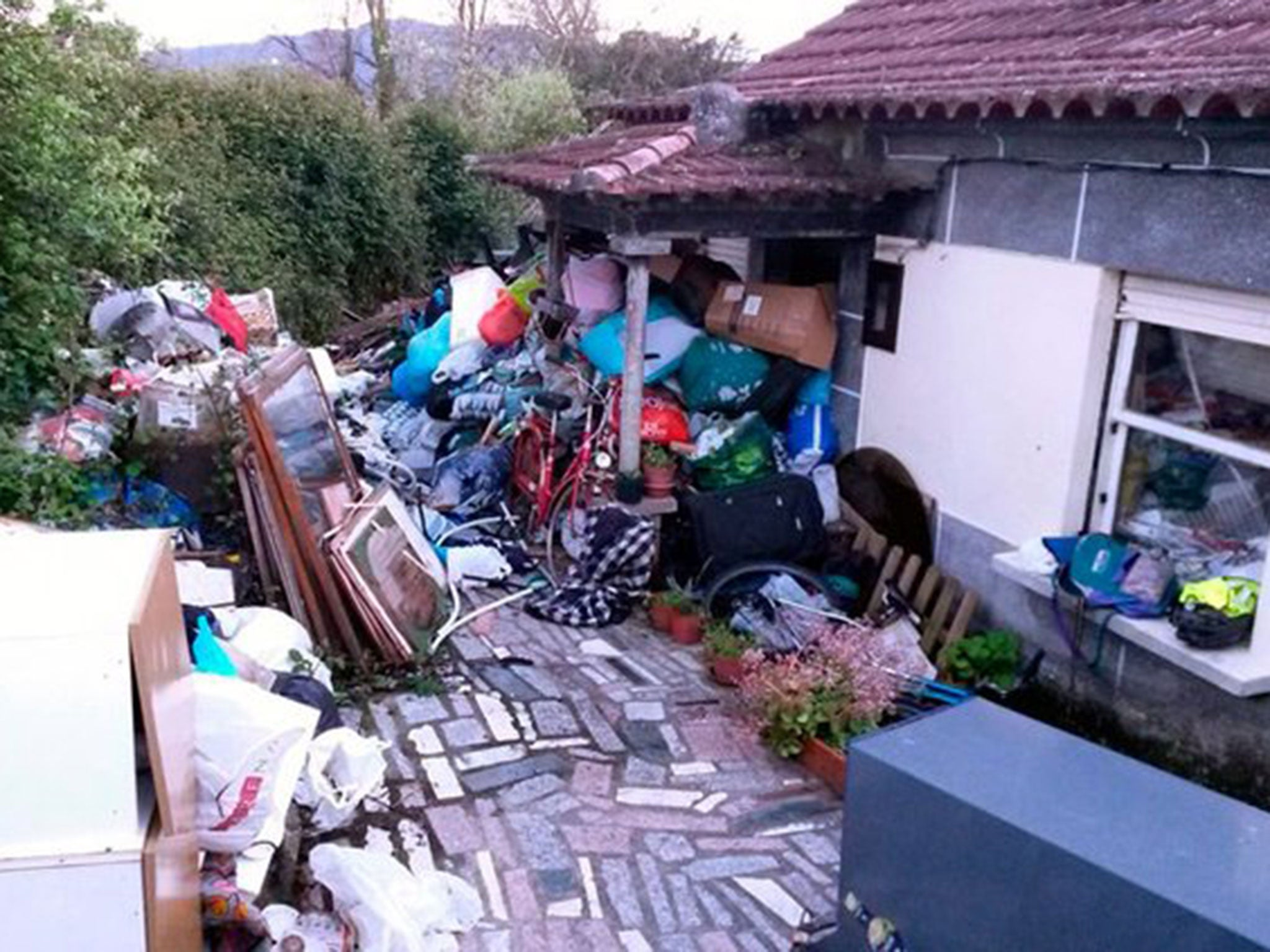 news world europe compulsive hoarder crushed death under mound rubbish