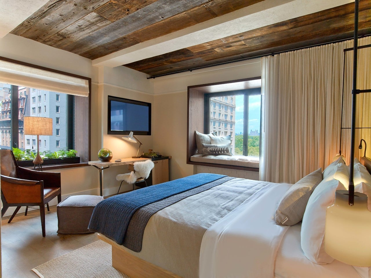 I work in room service at a 5-star hotel — these are the biggest Bedroom Decorating Ideas Like Hotels Html on hotel room design ideas, bedroom design ideas, hotel bedroom design, hotel bedroom christmas, hotel books, diy bedroom ideas, hotel bedroom decoration, hotel bedroom decor, hotel like bedroom ideas, chic bedroom ideas, cheap bedroom ideas, hotel bathroom, black and white bedroom ideas, magenta bedroom ideas, wedding night hotel room ideas, hotel bedding ideas, hotel interior design ideas, hotel master bedroom, adult bedroom room ideas, romantic hotel room ideas,