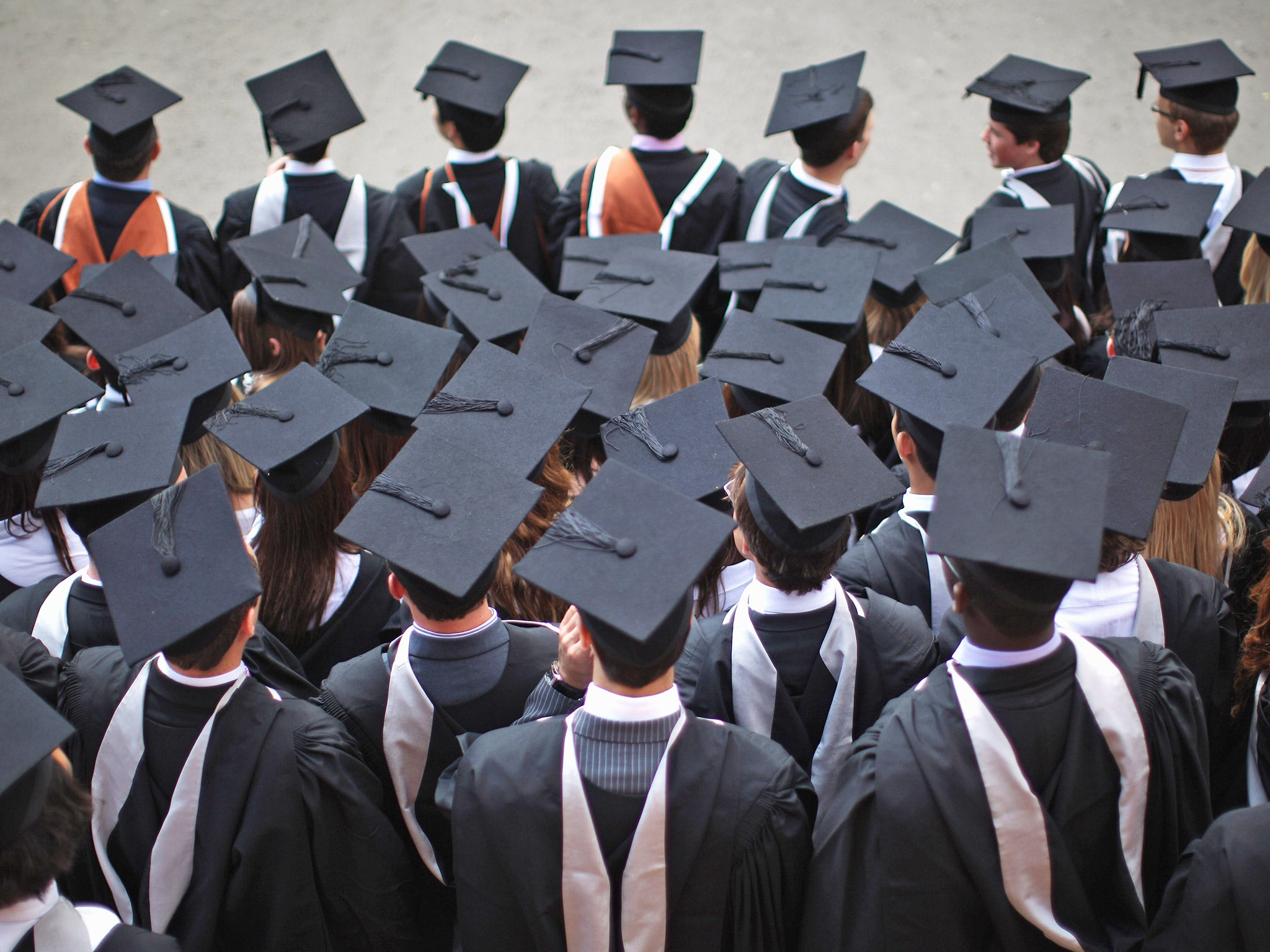 graduates from poorer backgrounds earn less than richer peers on
