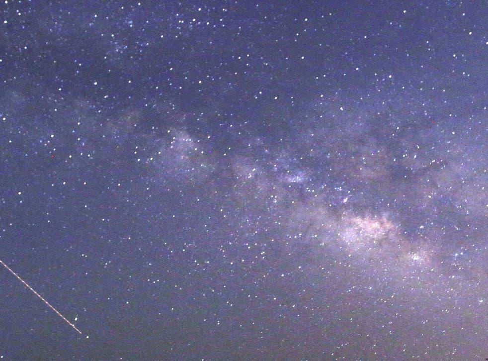 Lyrids meteors passing near the Milky Way