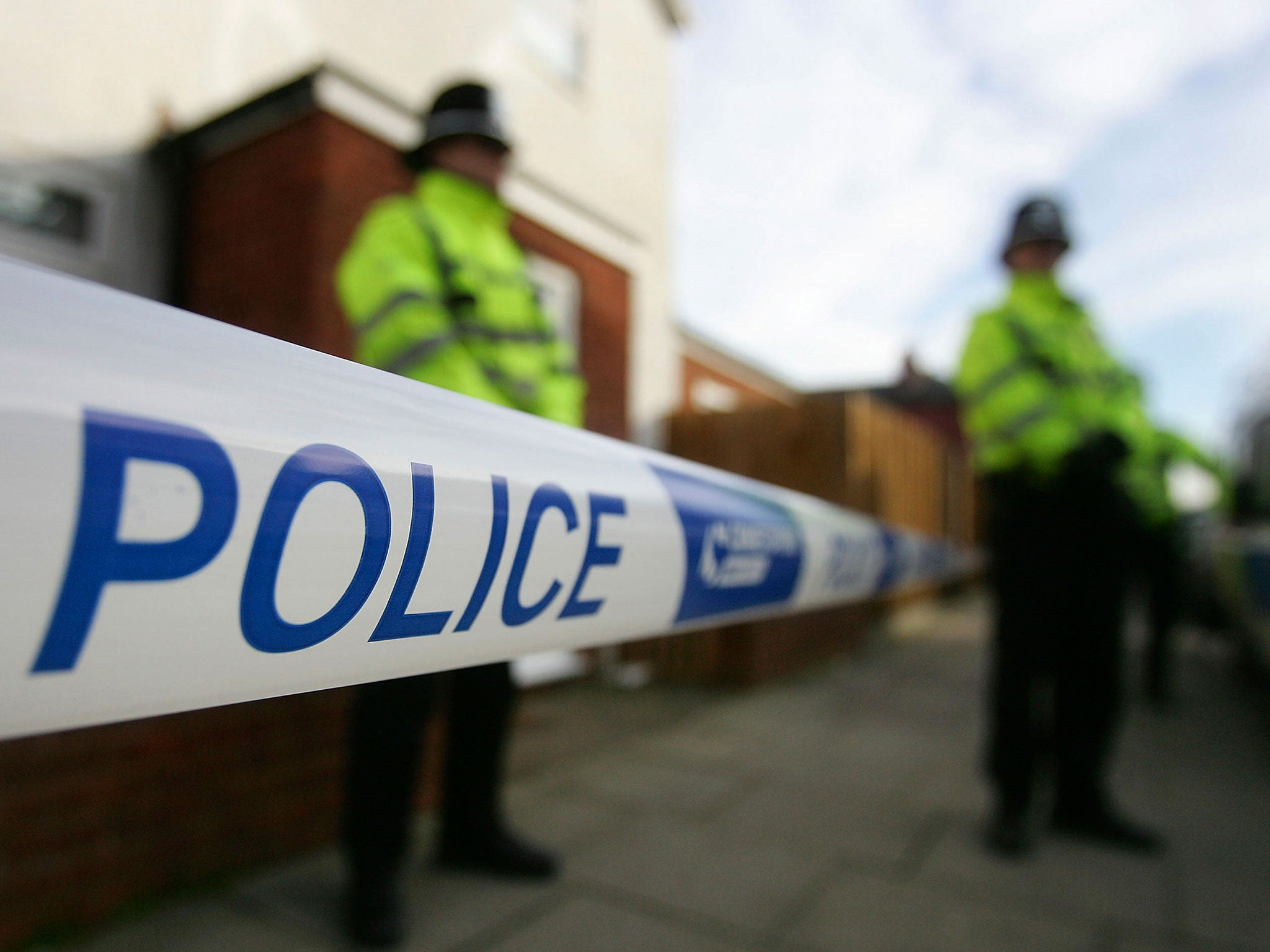 Terror arrests: Police find 'suspicious substance' during search of house linked to five suspected members of UK cell