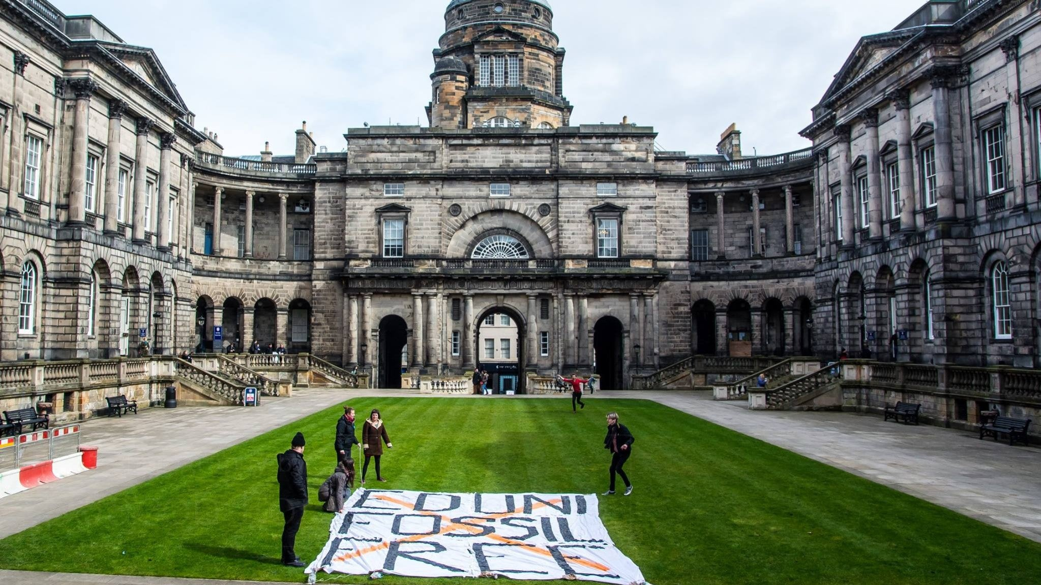 Climate change: More than 1000 institutions pledge to withdraw investment from fossil fuels