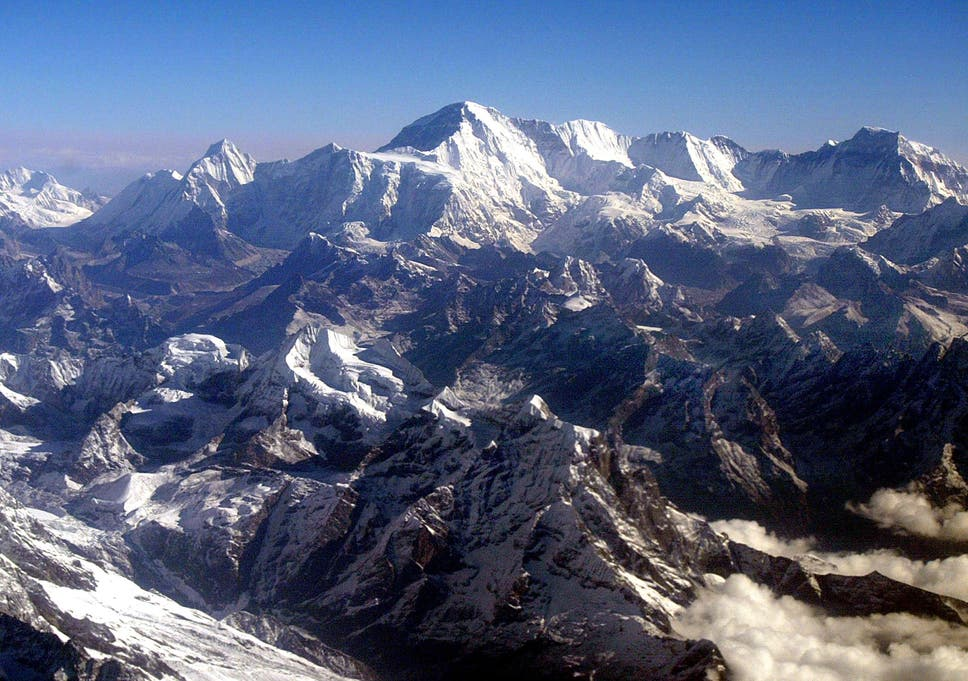 Excessive number of tourists create avalanche fears on Mount Everest