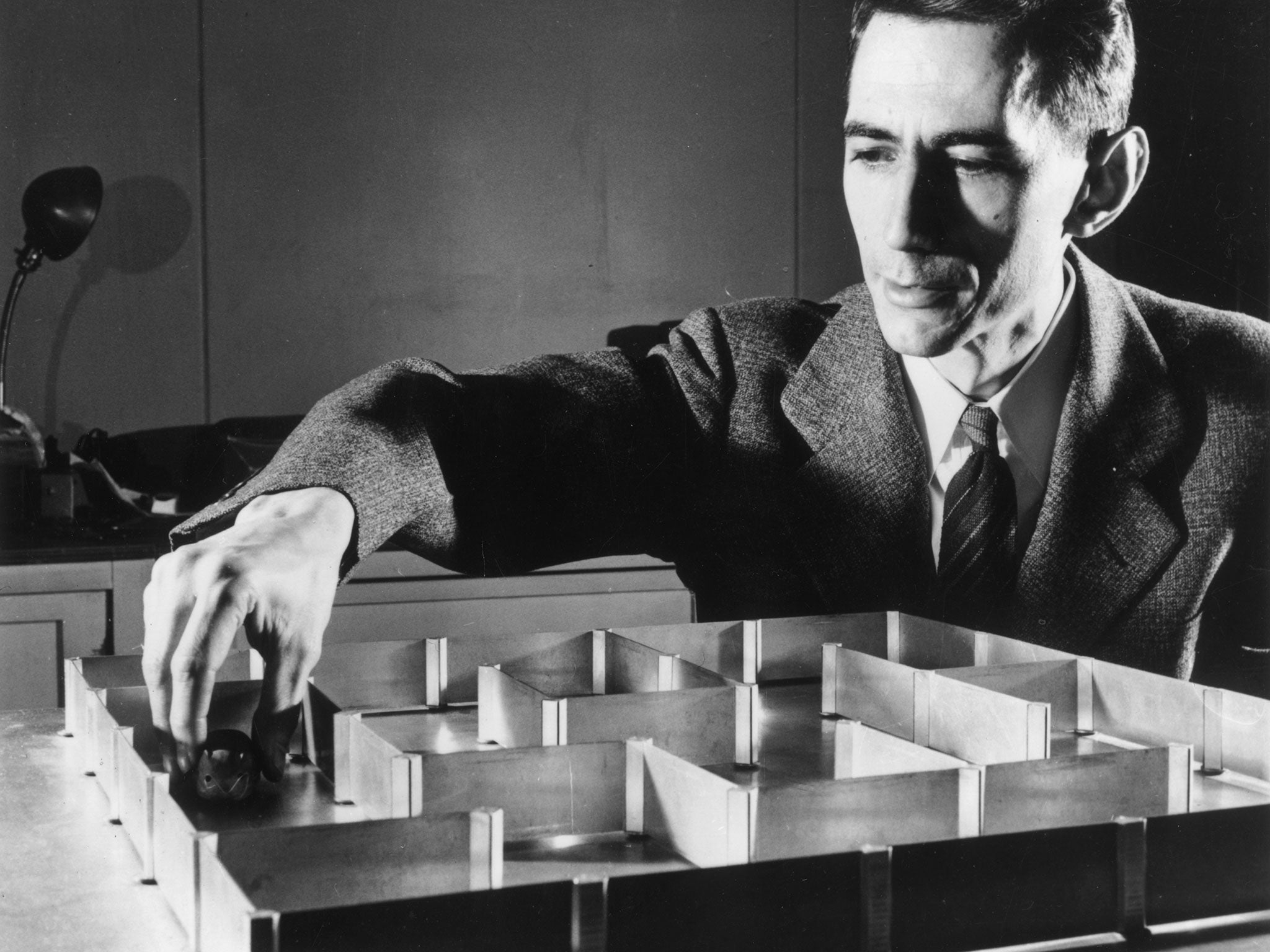 Dr. Claude Shannon, the genius you've never heard about whose intellect was on par with Einstein.