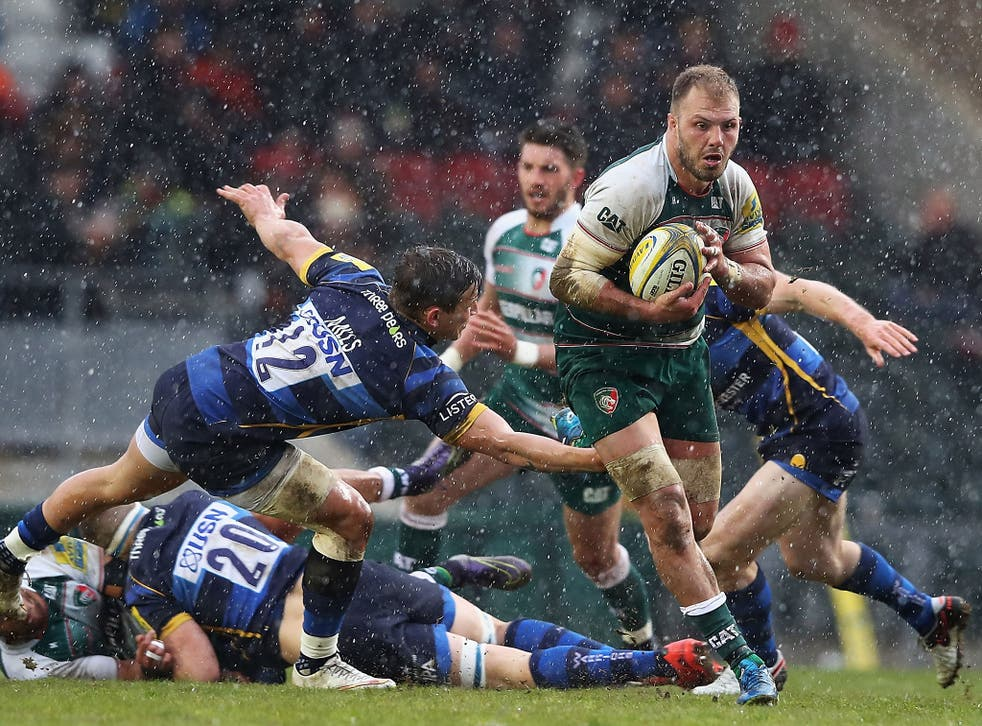 Lachlan McCaffrey of Leicester Tigers makes a break through the tackle of Ryan Mills of Worcester Warriors